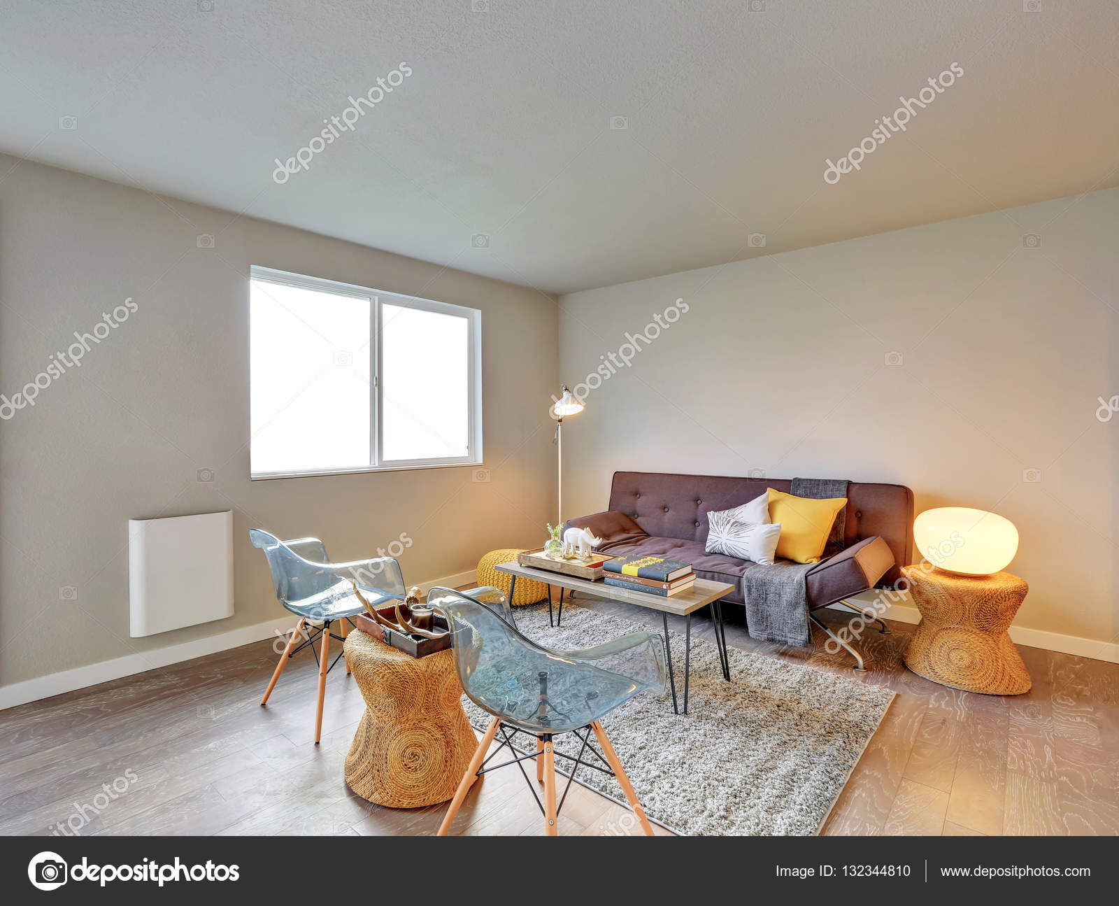 Mooi ingerichte woonkamer interieur — Stockfoto © iriana88w #132344810
