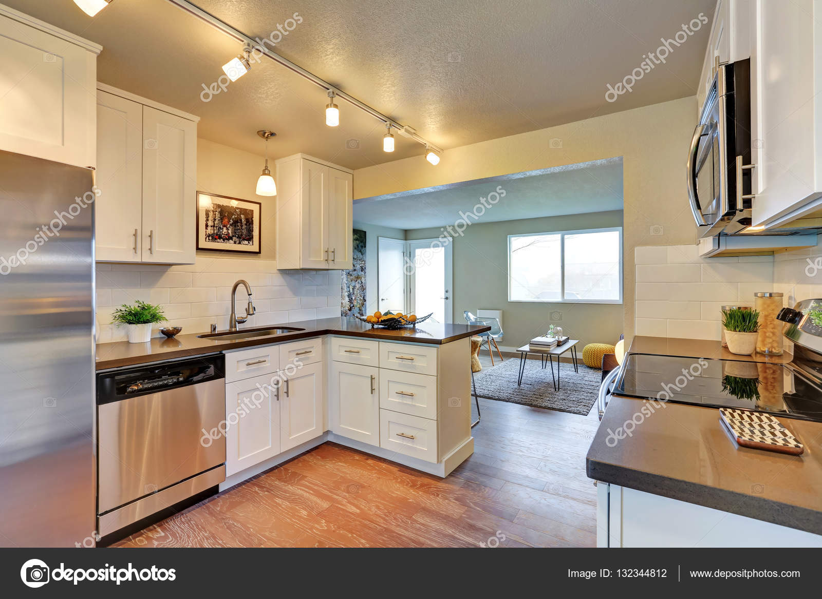 Cocina Reci N Remodelada Sala Con Muebles Blancos Fotos De Stock  # Muebles Blancos