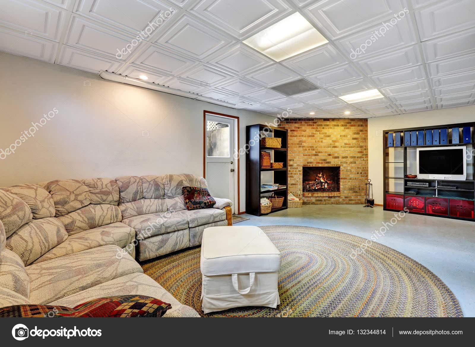 Könnyű nappali átalakítani, csempézett mennyezet — Stock Fotó ...