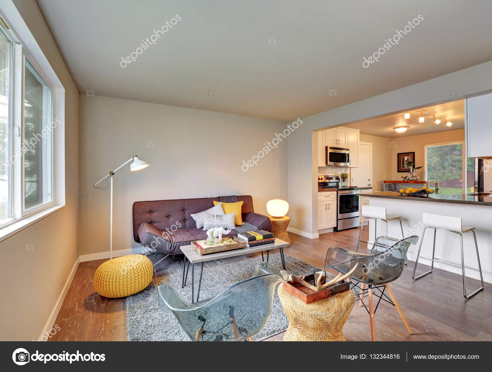 Mooi ingerichte woonkamer interieur — Stockfoto © iriana88w #132344816