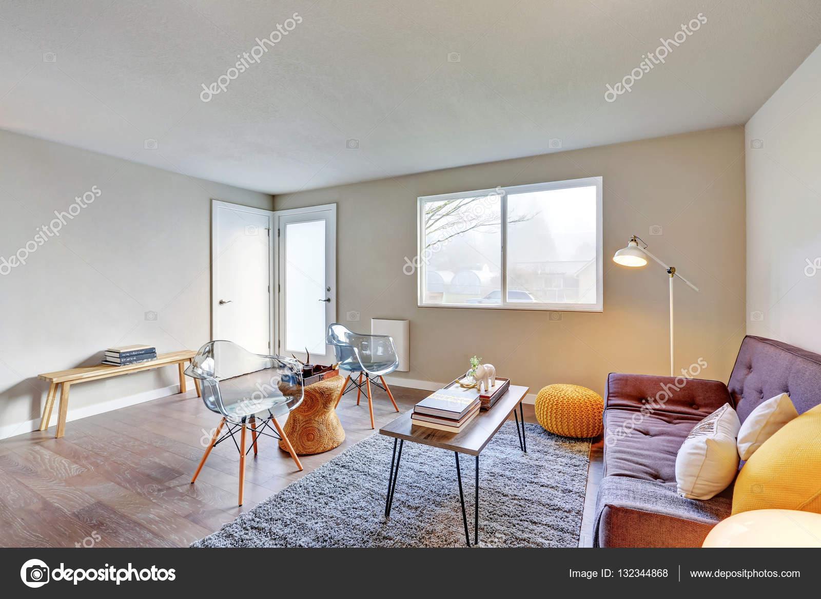 Mooi ingerichte woonkamer interieur — Stockfoto © iriana88w #132344868