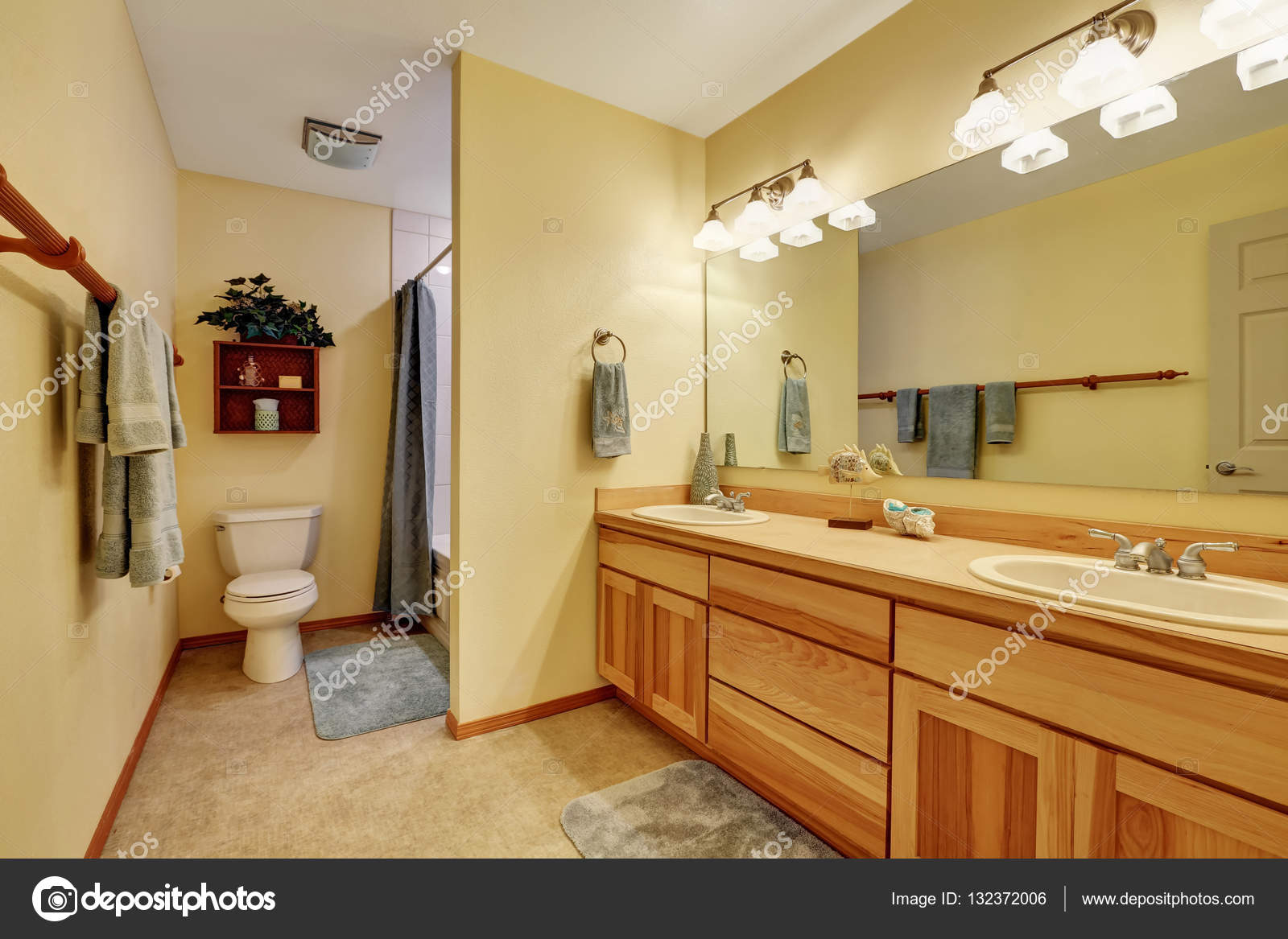 Close Up Of Long Double Sink Bathroom Vanity Stock Photo Image By C Iriana88w 132372006