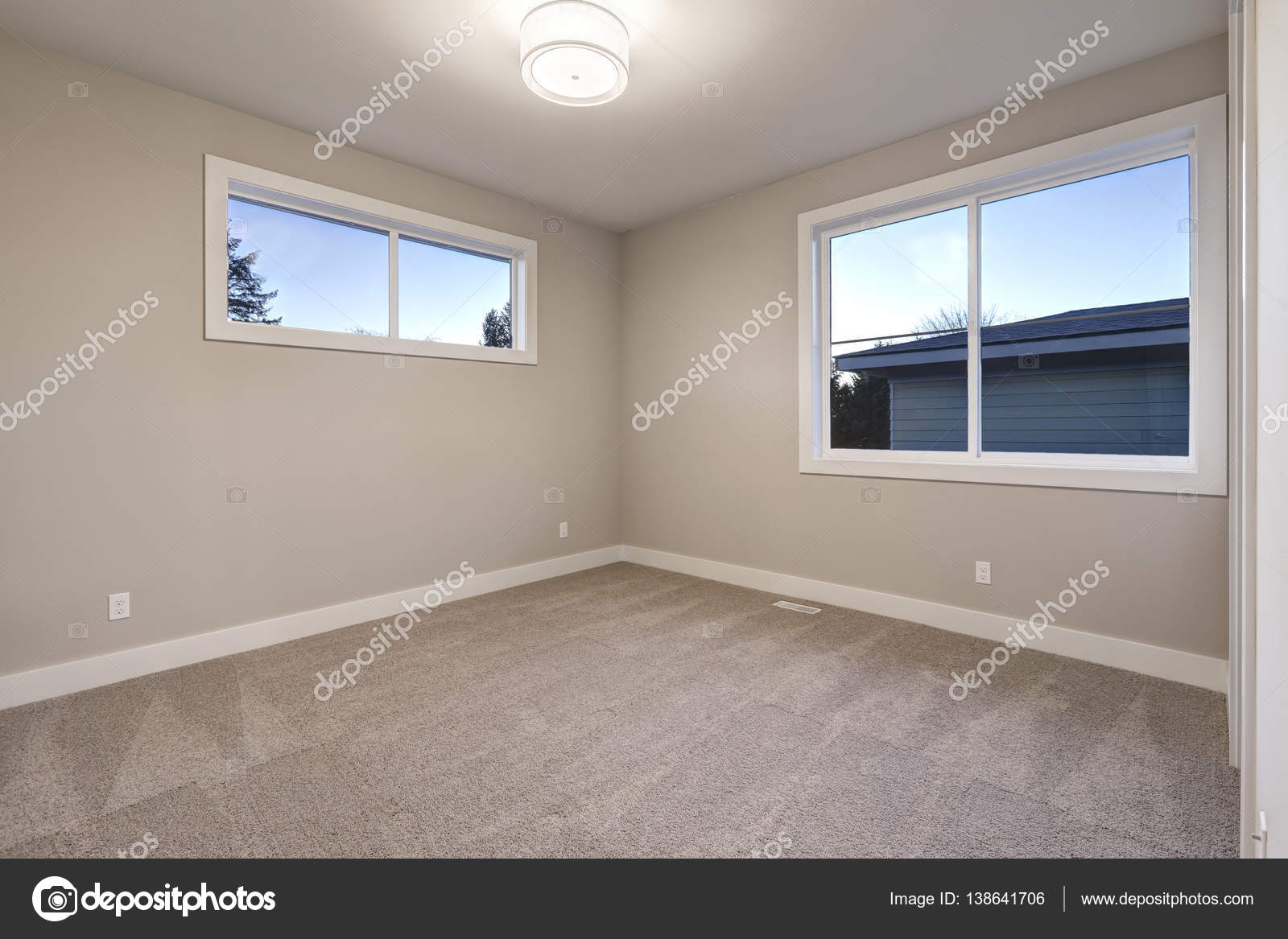 Empty room interior with grey walls paint color stock for Colores de pintura para sala