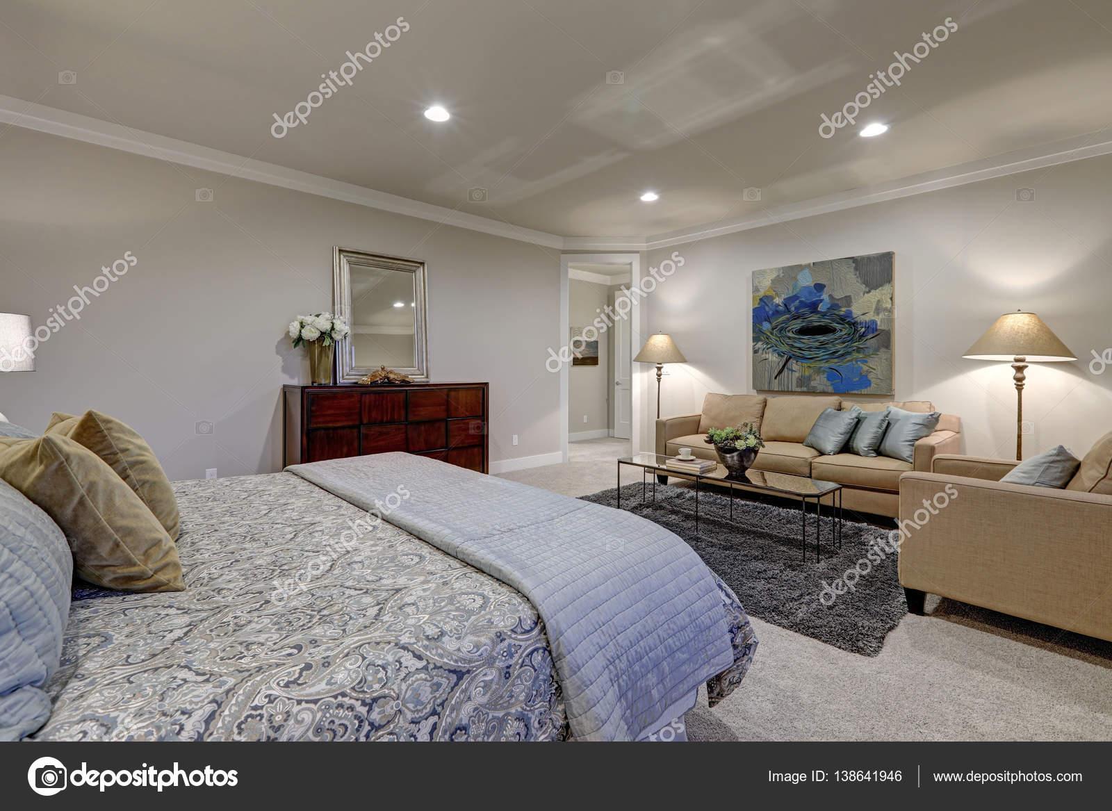 Grautone Schlafzimmer Innenraum Mit Queensize Bett Stockfoto