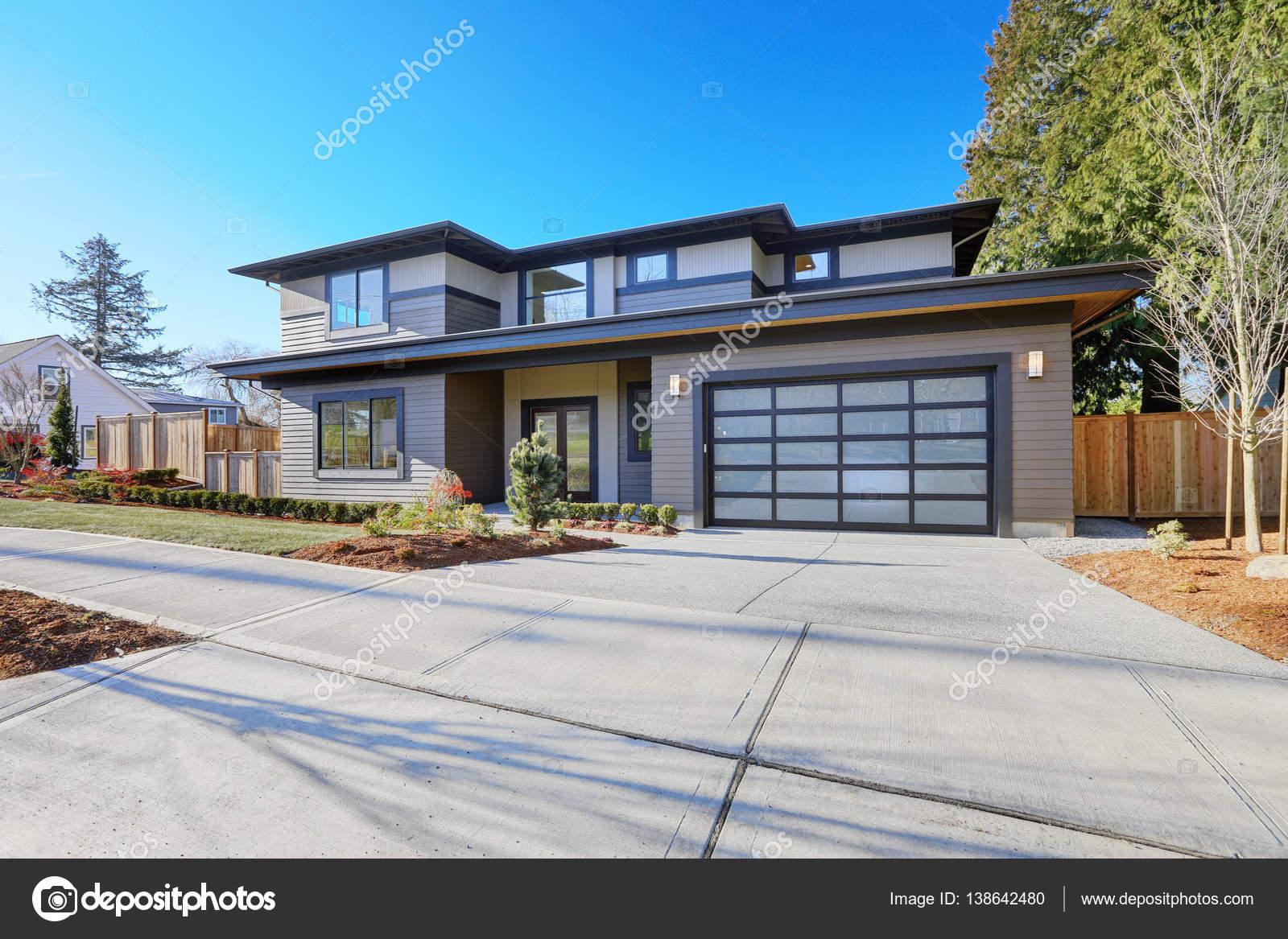 Nuova costruzione casa con tetto a bassa pendenza e for Piani di casa bassa architettura del paese