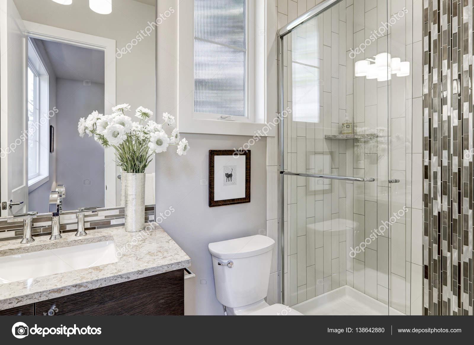 Bagno Di Casa Foto : Cabina doccia in vetro in un bagno della nuova casa di lusso