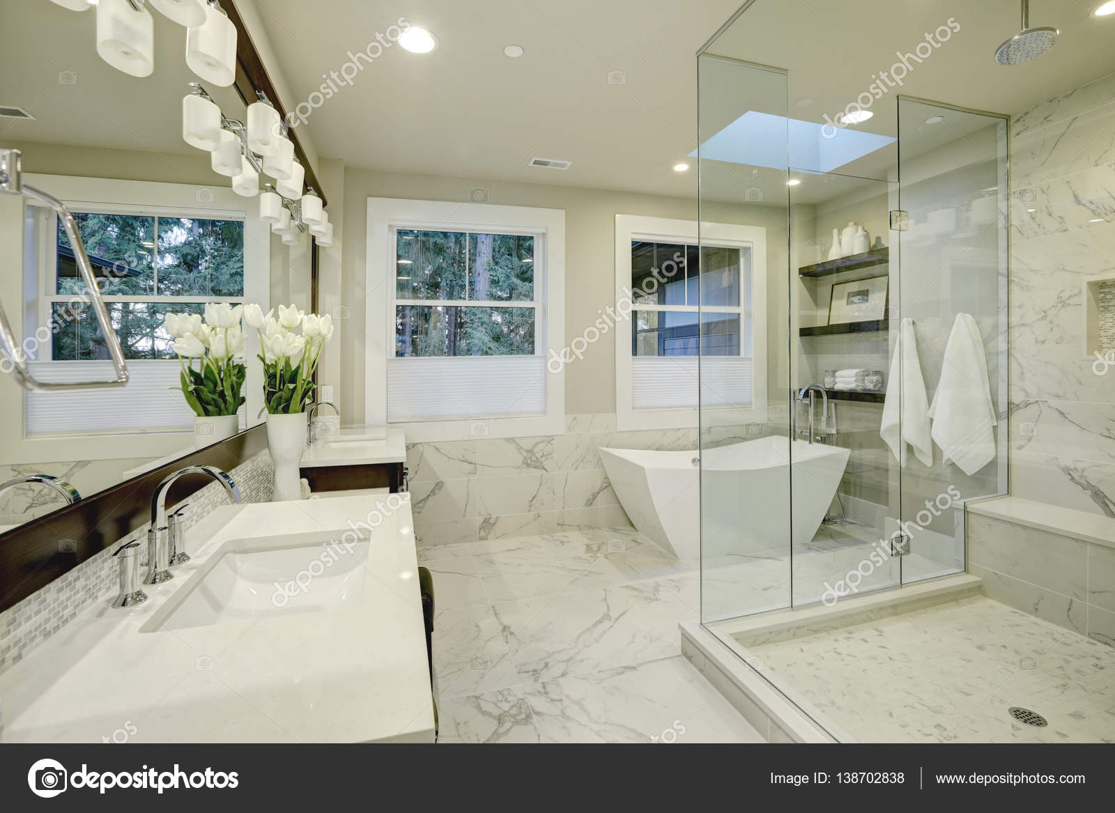 Amazing master bathroom with large glass walk-in shower — Stock ...