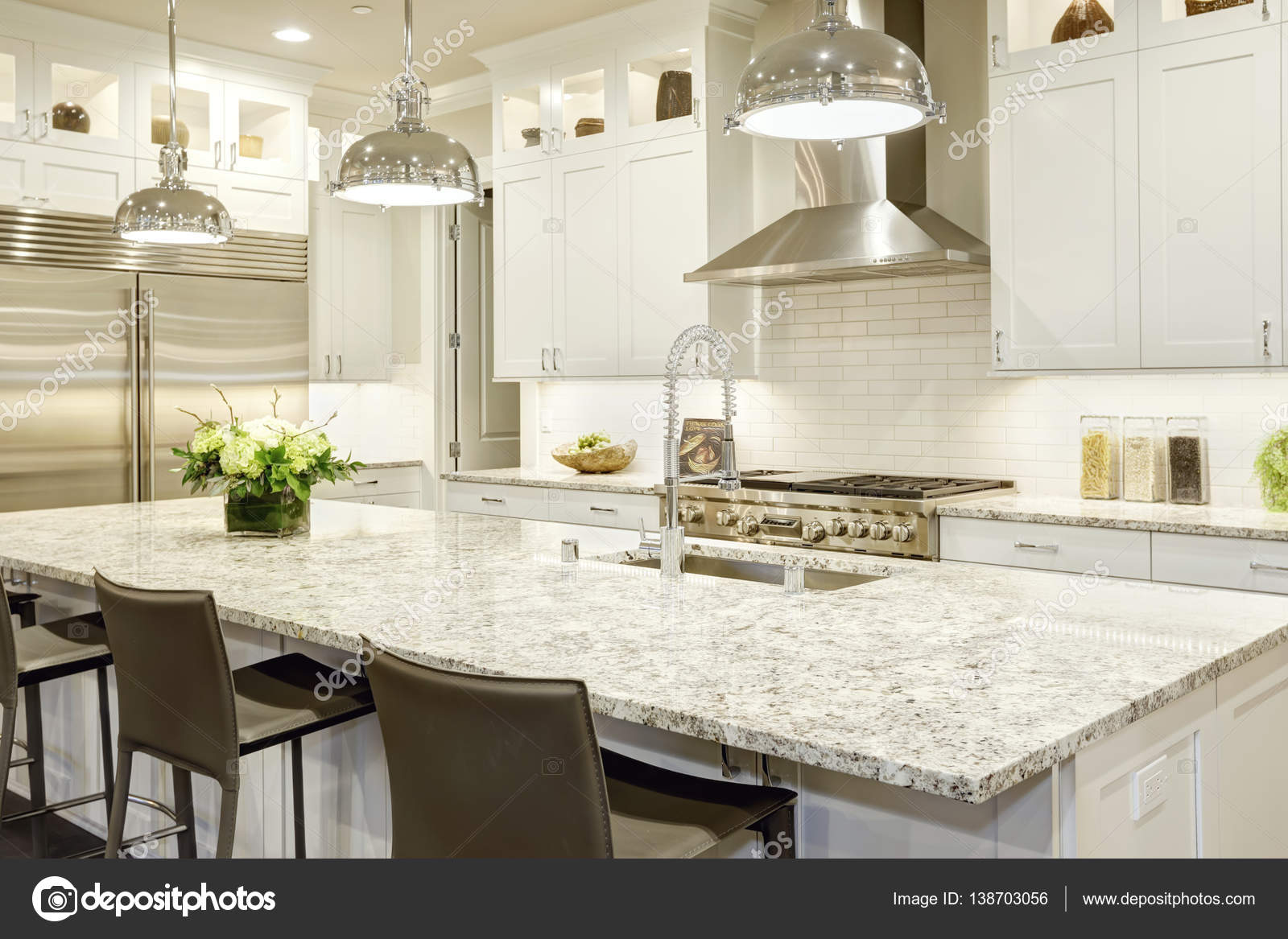 Cucine Di Lusso Design : Cucina bianco design nella nuova casa di lusso u2014 foto stock