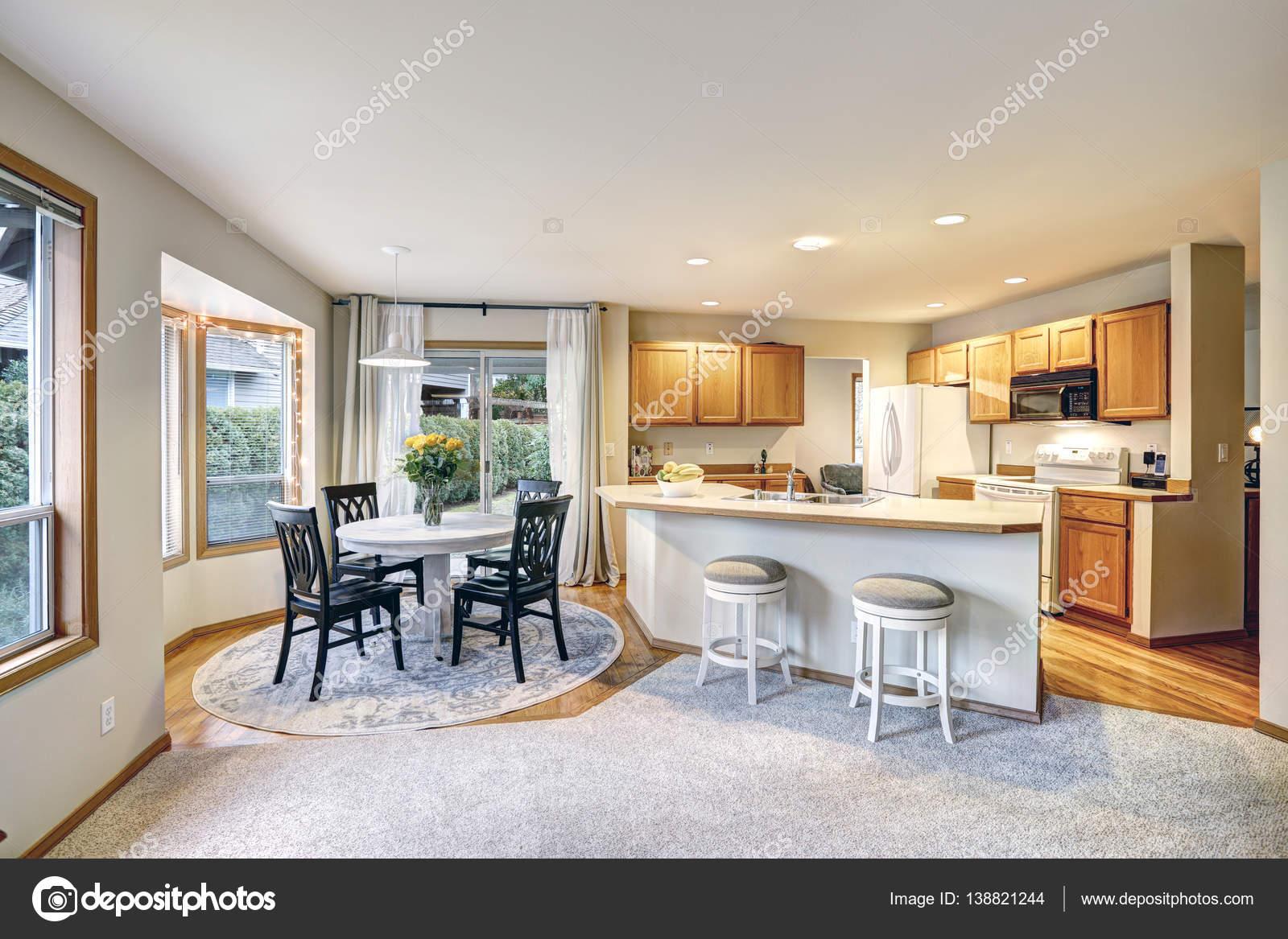 Dise o de sala comedor y cocina tradicional en colores for Diseno de interiores sala de estar comedor