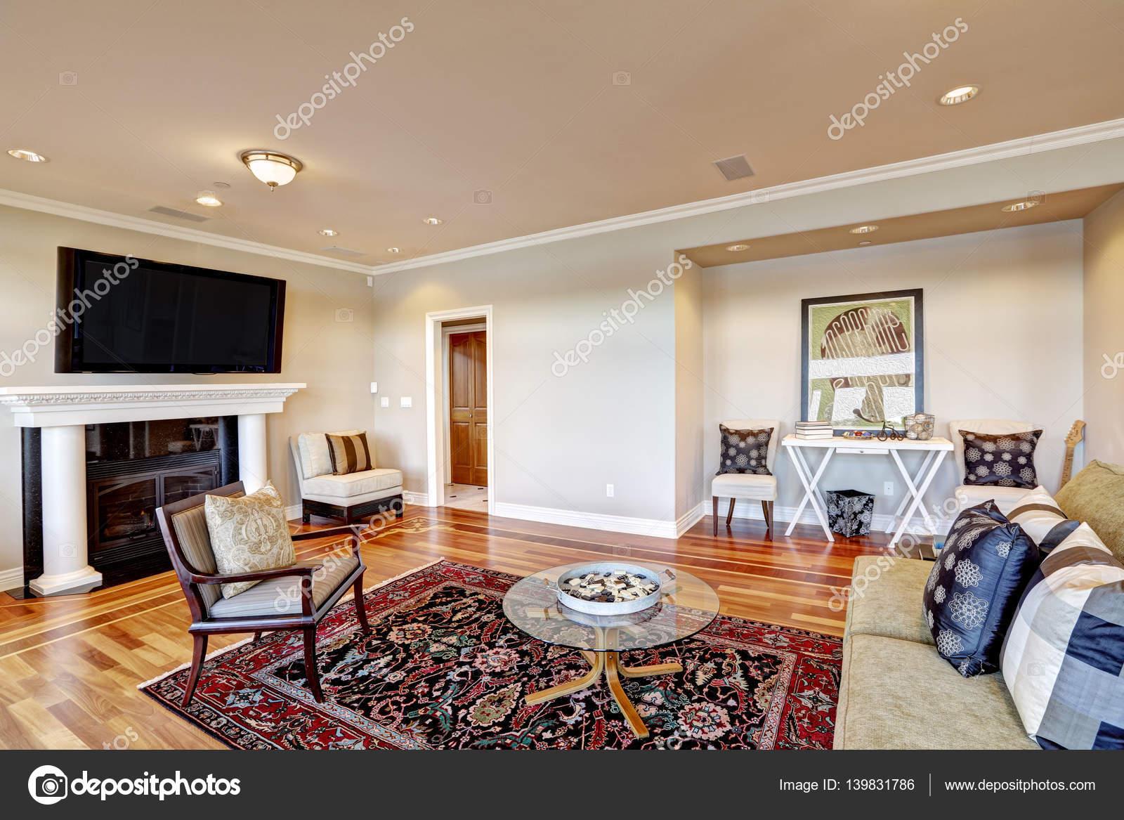 Schöne Beige Familienzimmer mit gemütliche Sitzecke in Wandnische ...