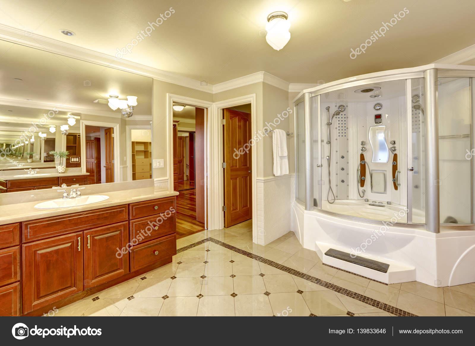 Luxurious master bathroom with Custom built shower — Stock ...