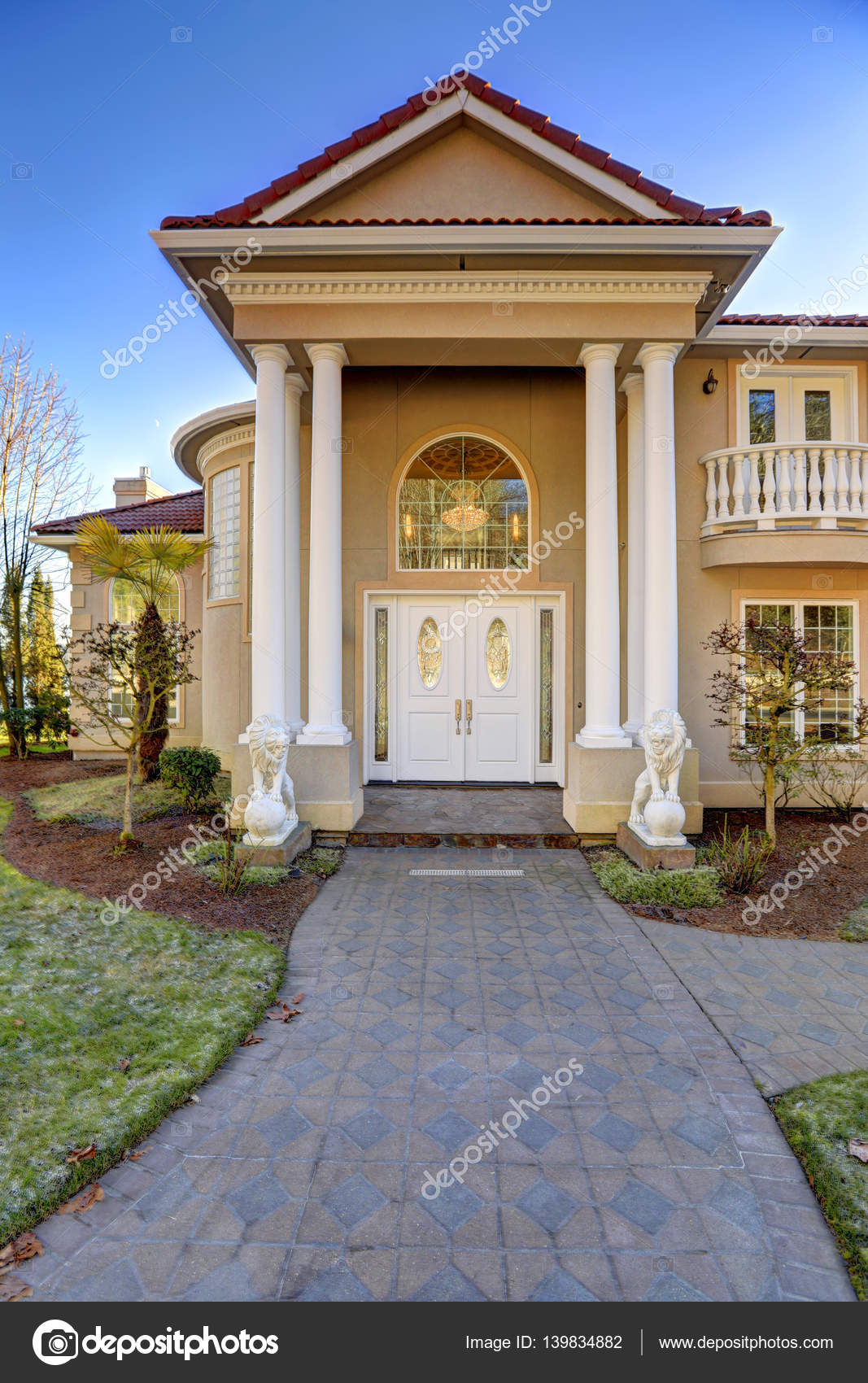 Mediterranean style waterfront home with columned porch - Frentes de casas con porche ...
