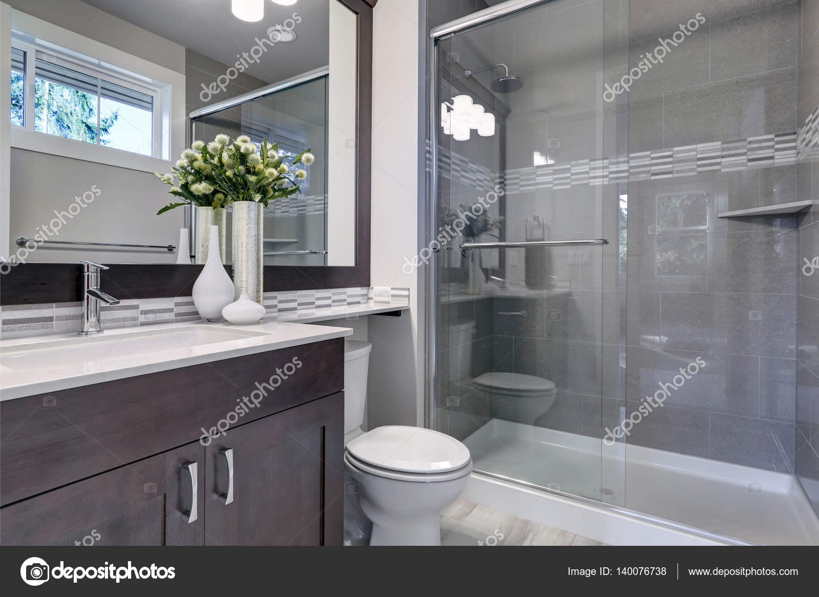 Helle Neue Badezimmer Interieur Mit Glas Begehbarer Dusche U2014 Stockfoto
