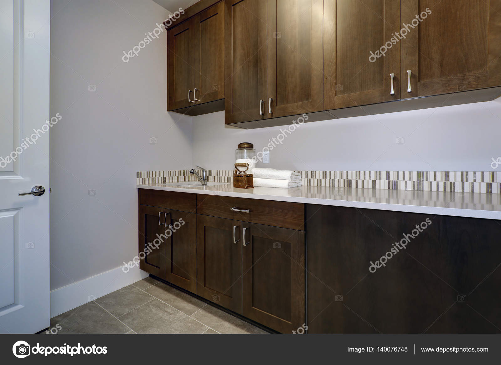 Servizio lavanderia camera interno è caratterizzato da pareti blu