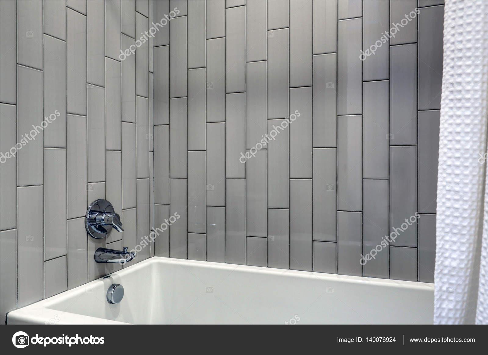 Design Bagno Con Doccia : Bagno con doccia bagno moderno lungo e stretto a larghe