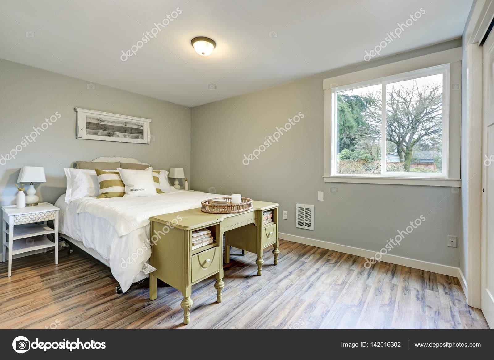 Lovely Pale grey bedroom interior — Stock Photo © iriana88w #142016302