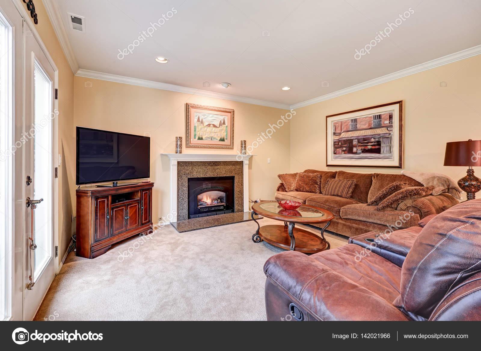 Habitaci n interior en tonos marr n y beiges foto de stock iriana88w 142021966 - Habitacion marron ...