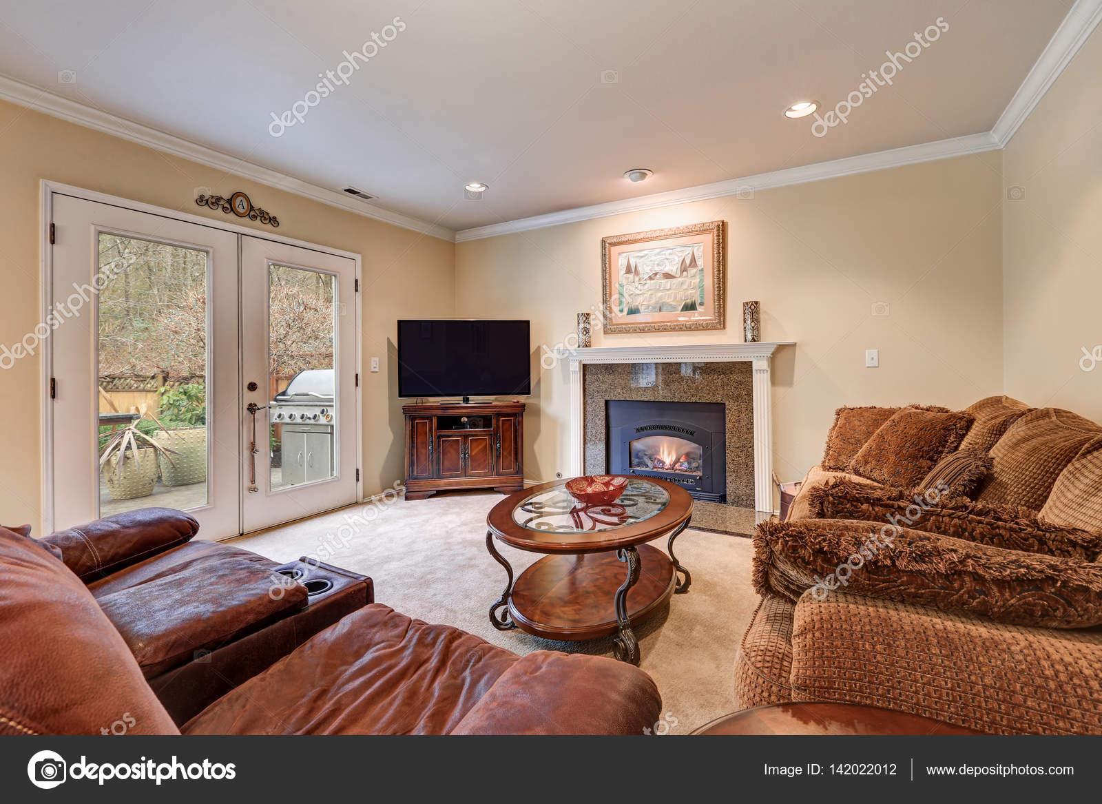 Familienzimmer-Interieur in braun und Beige Töne — Stockfoto ...