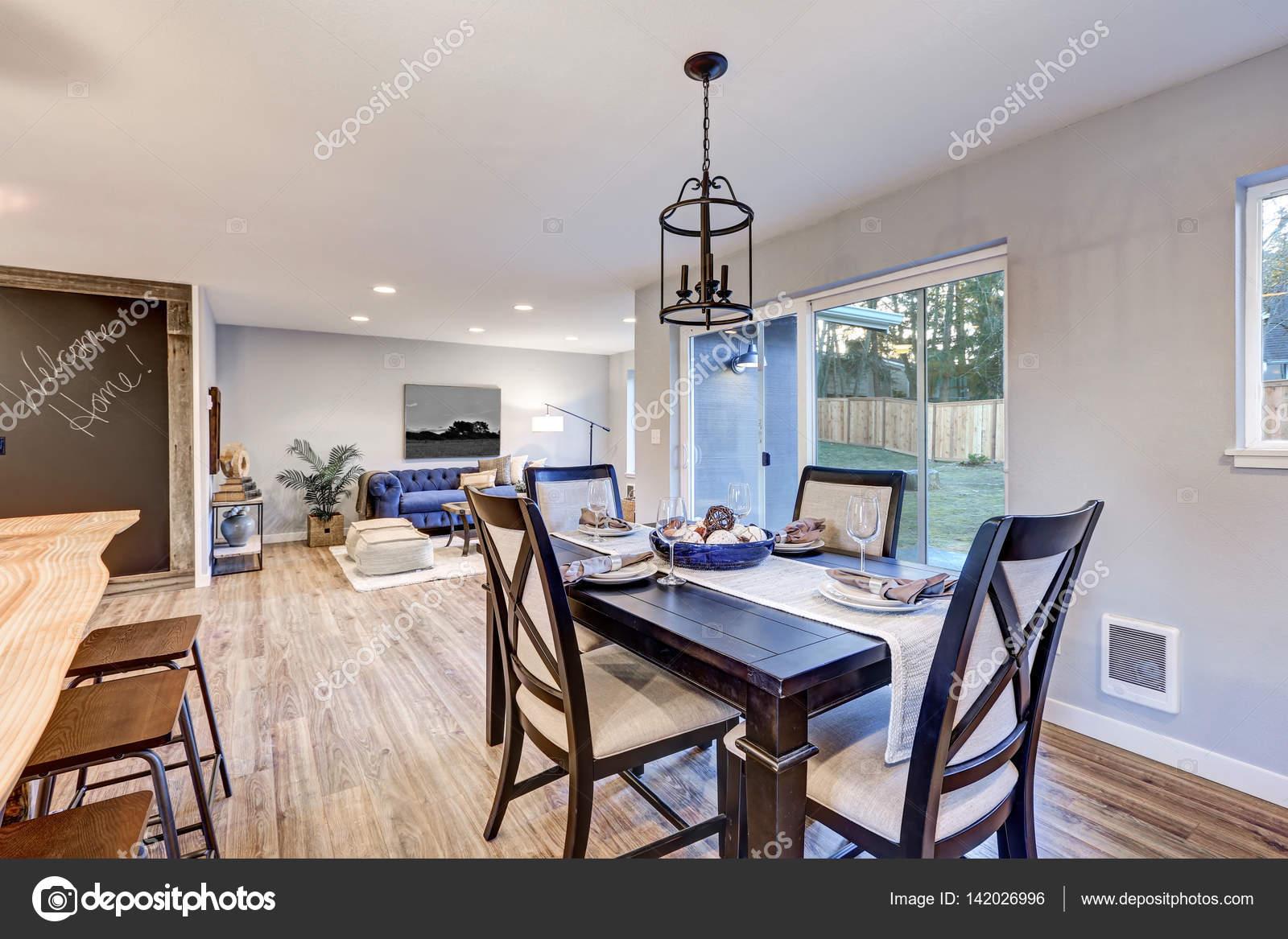 Eetkamer Keuken Open : Open keuken eetkamer interieur met lichte houten vloeren