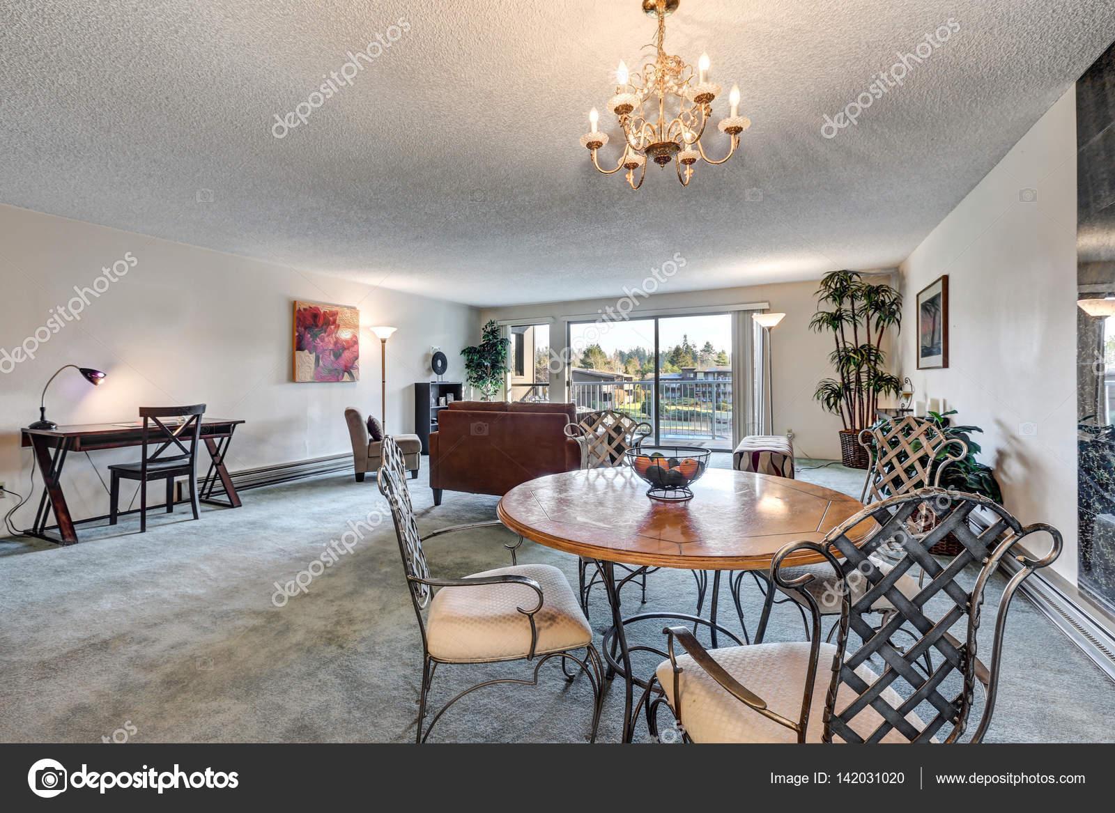 Offenes Konzept Wohn- und Essbereich im apartment — Stockfoto ...