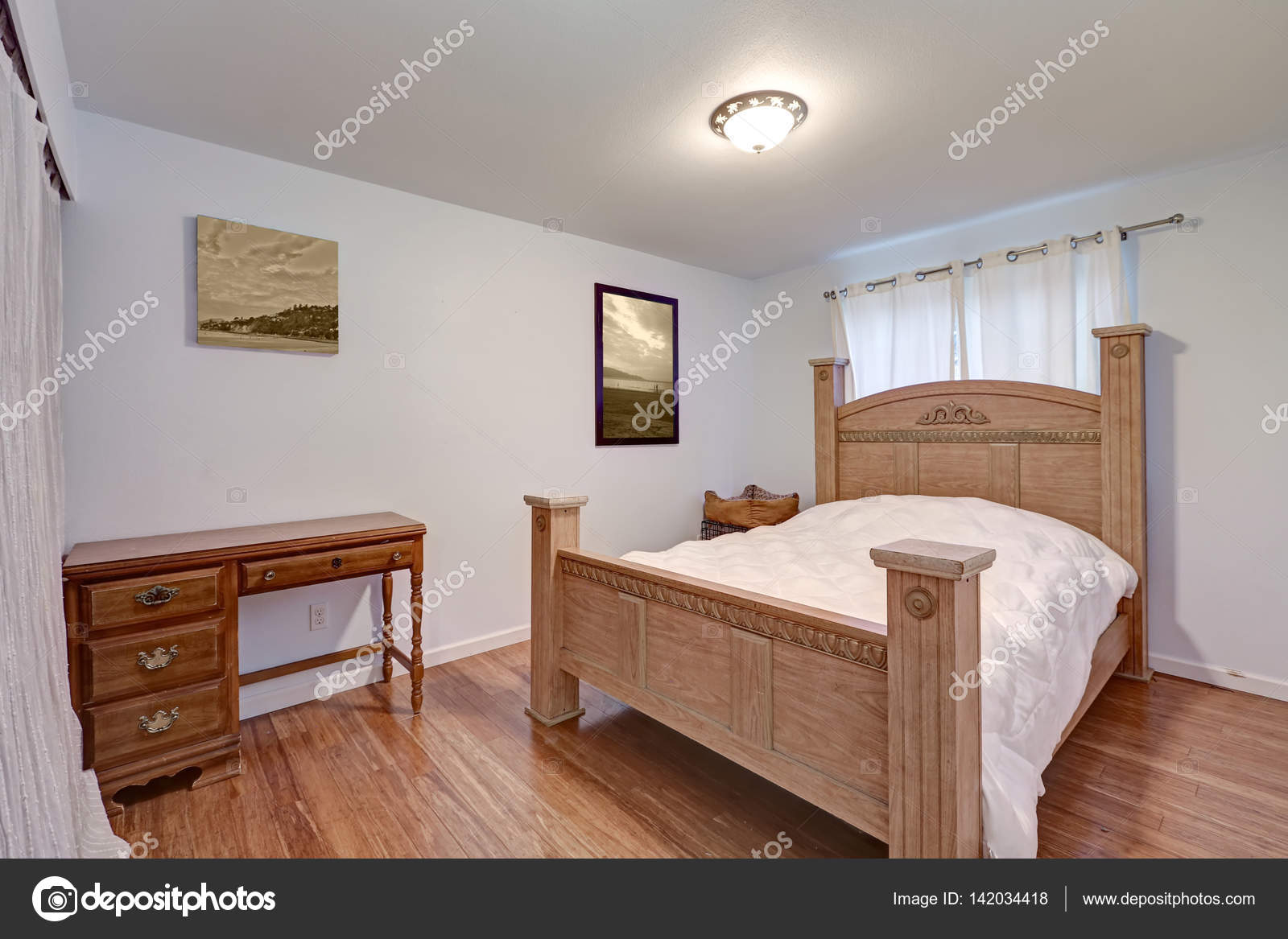 Schönes Schlafzimmer Verfügt über Wunderschöne Holz Geschnitzt Bett