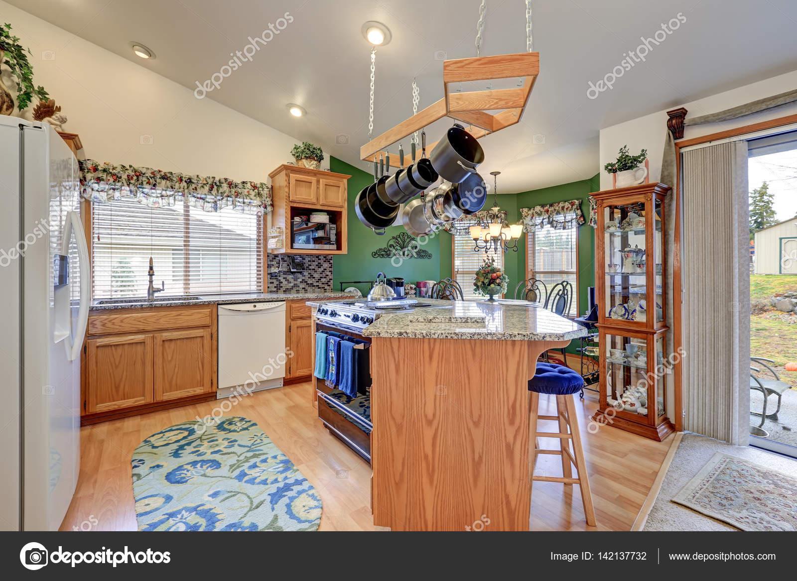Leuchtend bunte Rambler Küche Raumgestaltung — Stockfoto © iriana88w ...
