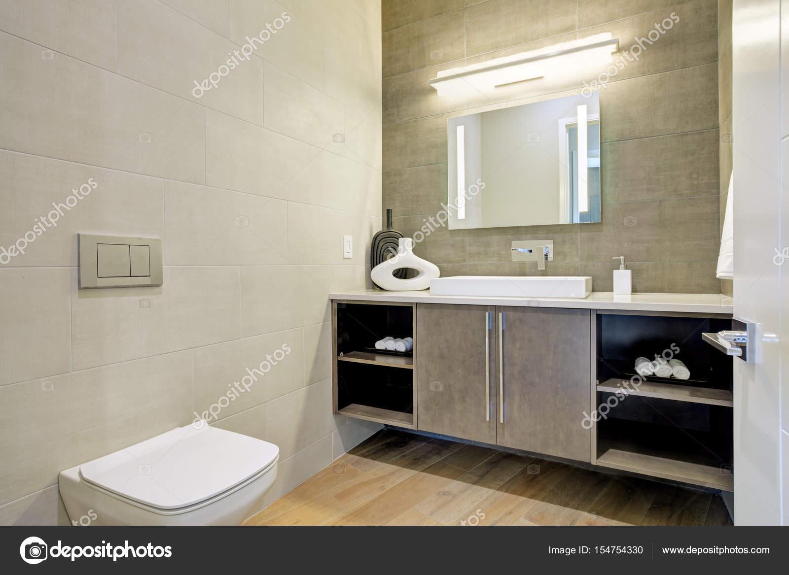 Moderne badkamer interieur u stockfoto iriana w