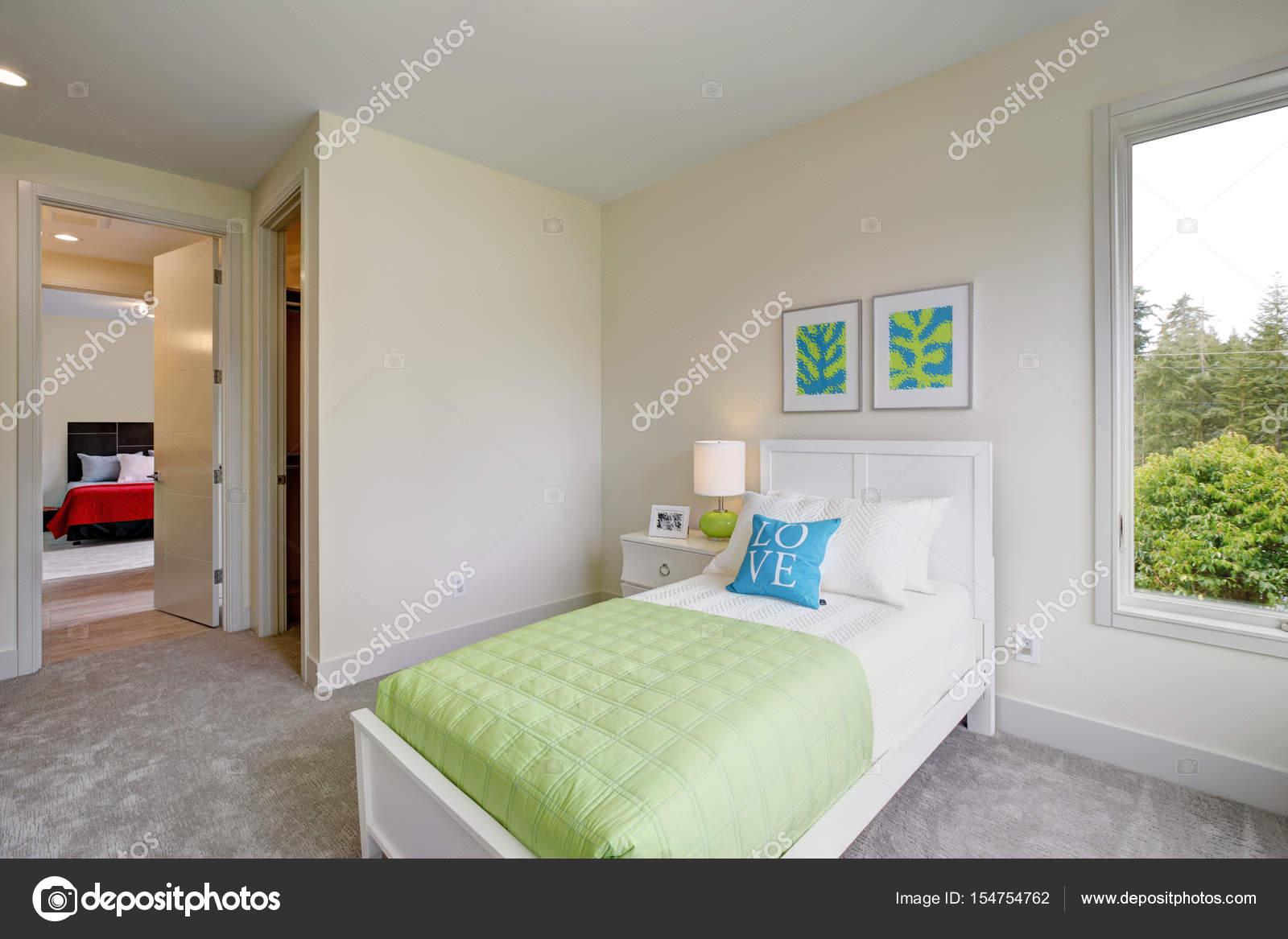 Contemporain bleu et vert chambre enfants — Photographie ...