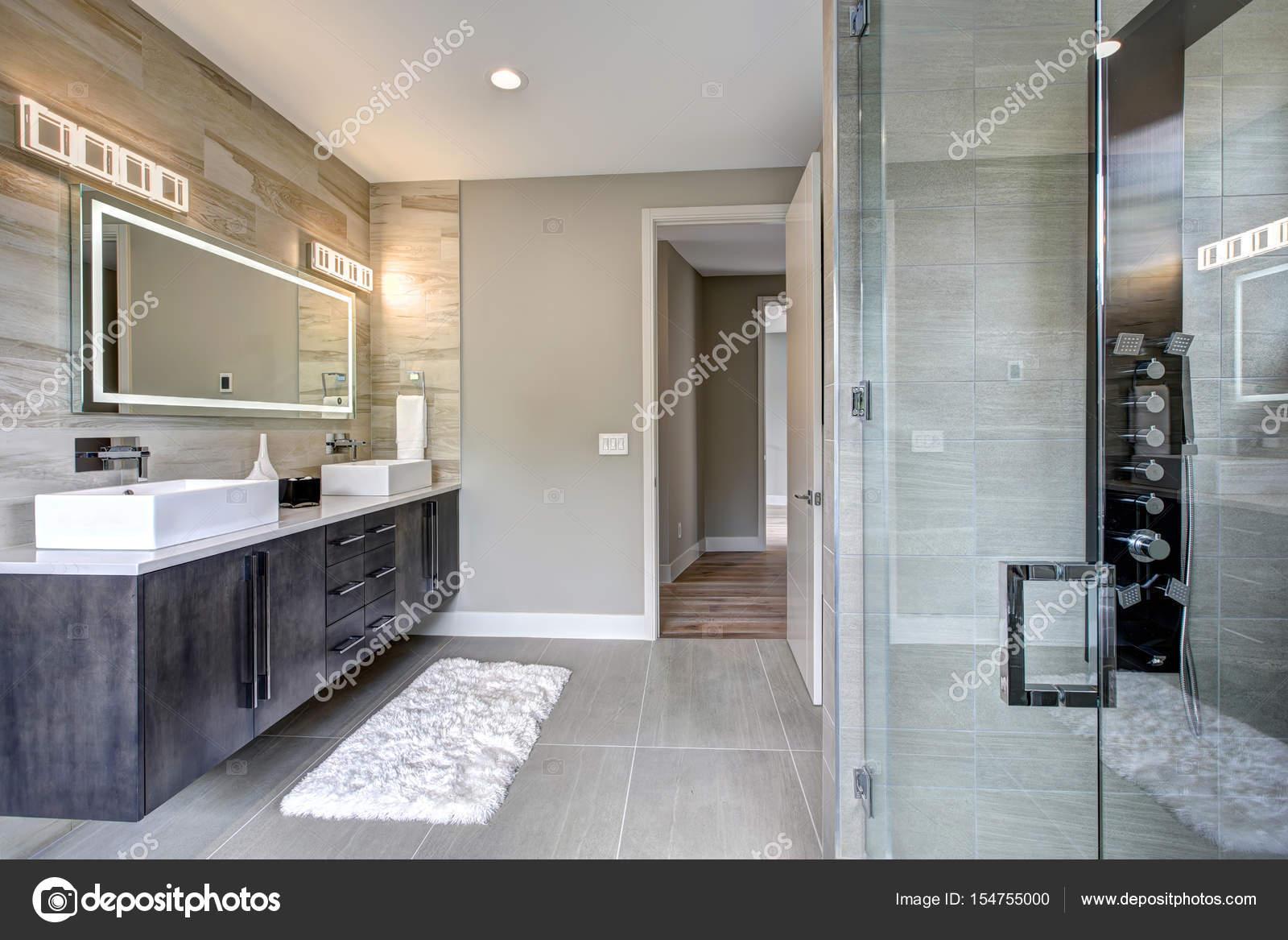 Moderne badkamer interieur u2014 stockfoto © iriana88w #154755000