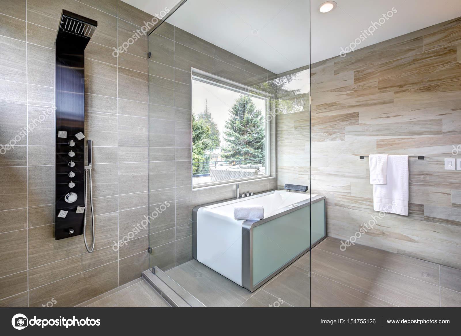Moderne badkamer interieur u2014 stockfoto © iriana88w #154755126
