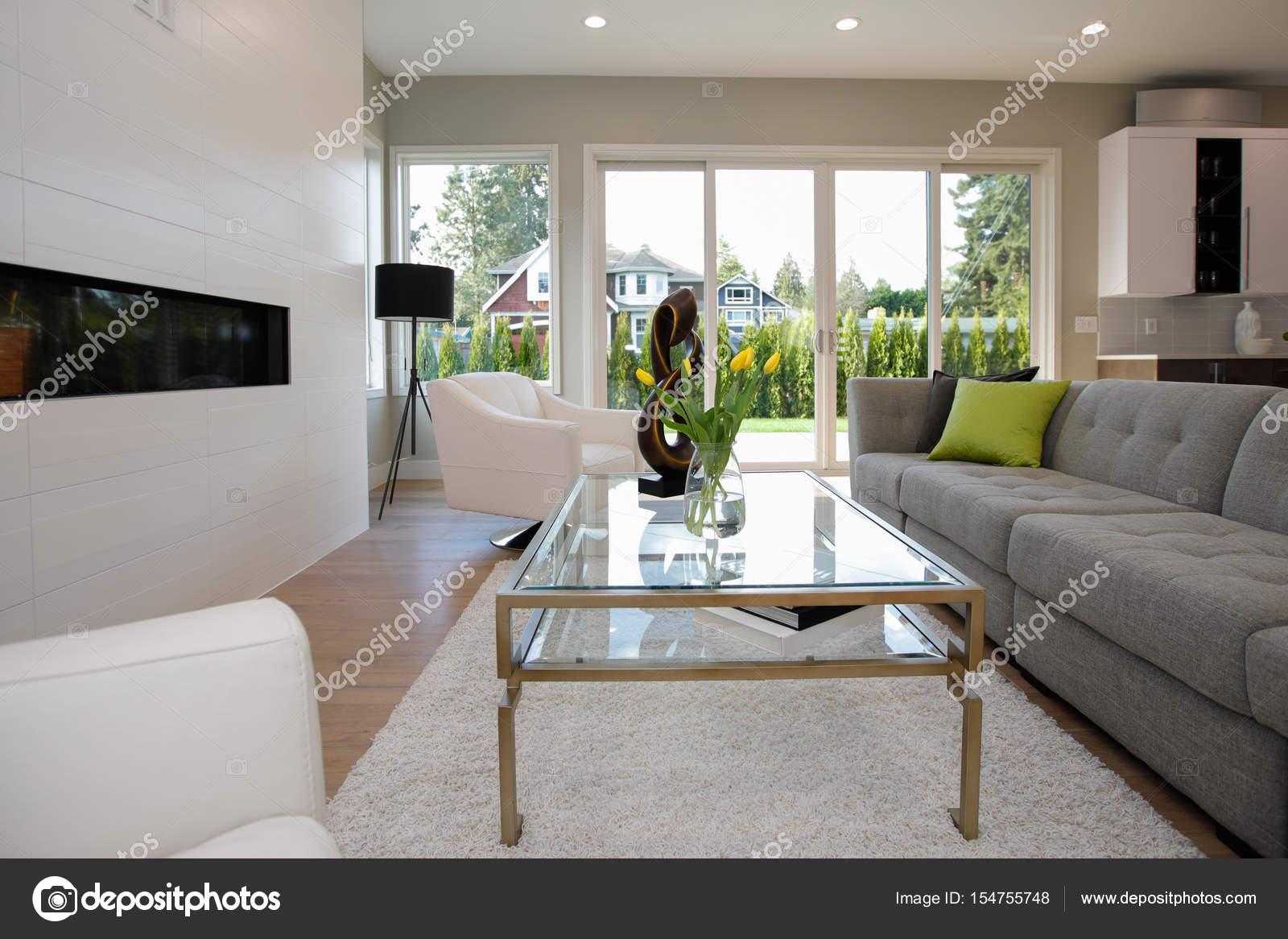 Wohnzimmer im modernen Stil — Stockfoto © iriana88w #154755748