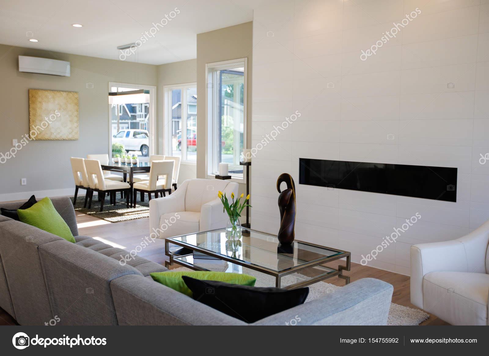 Wohnzimmer im modernen Stil — Stockfoto © iriana88w #154755992