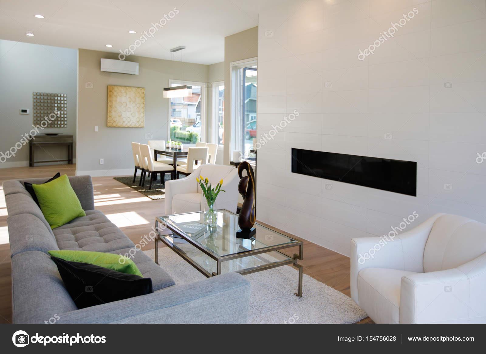 Wohnzimmer im modernen Stil — Stockfoto © iriana88w #154756028