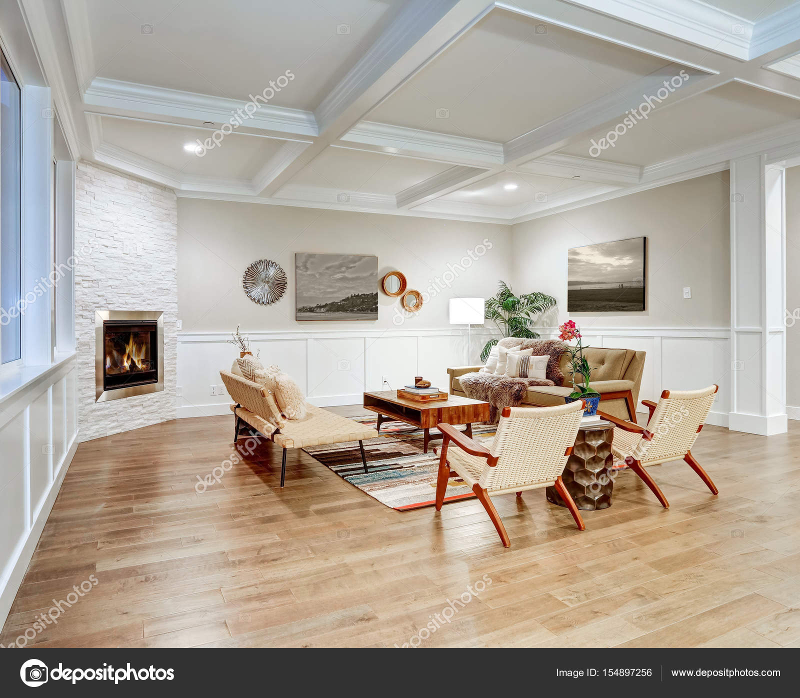 Lovely craftsman style living room with coffered cealing — Stock