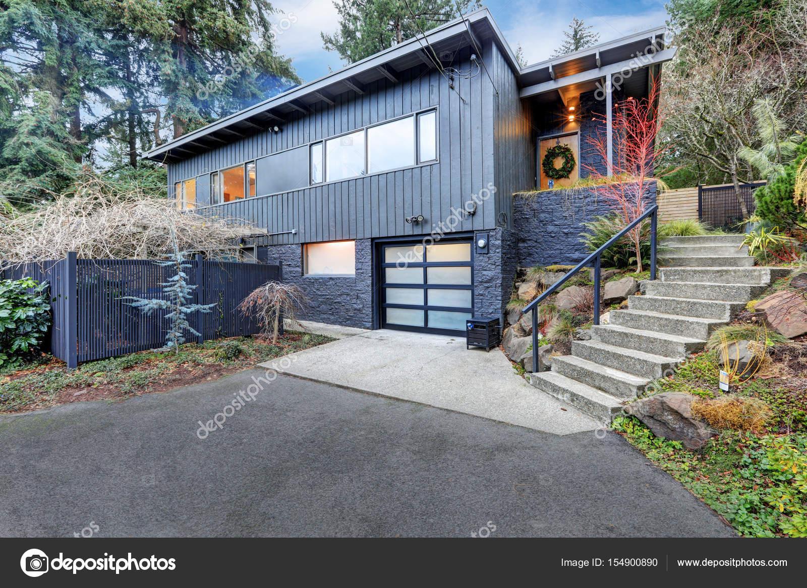 Schöne blaue amerikanische Heimat außen — Stockfoto © iriana88w ...