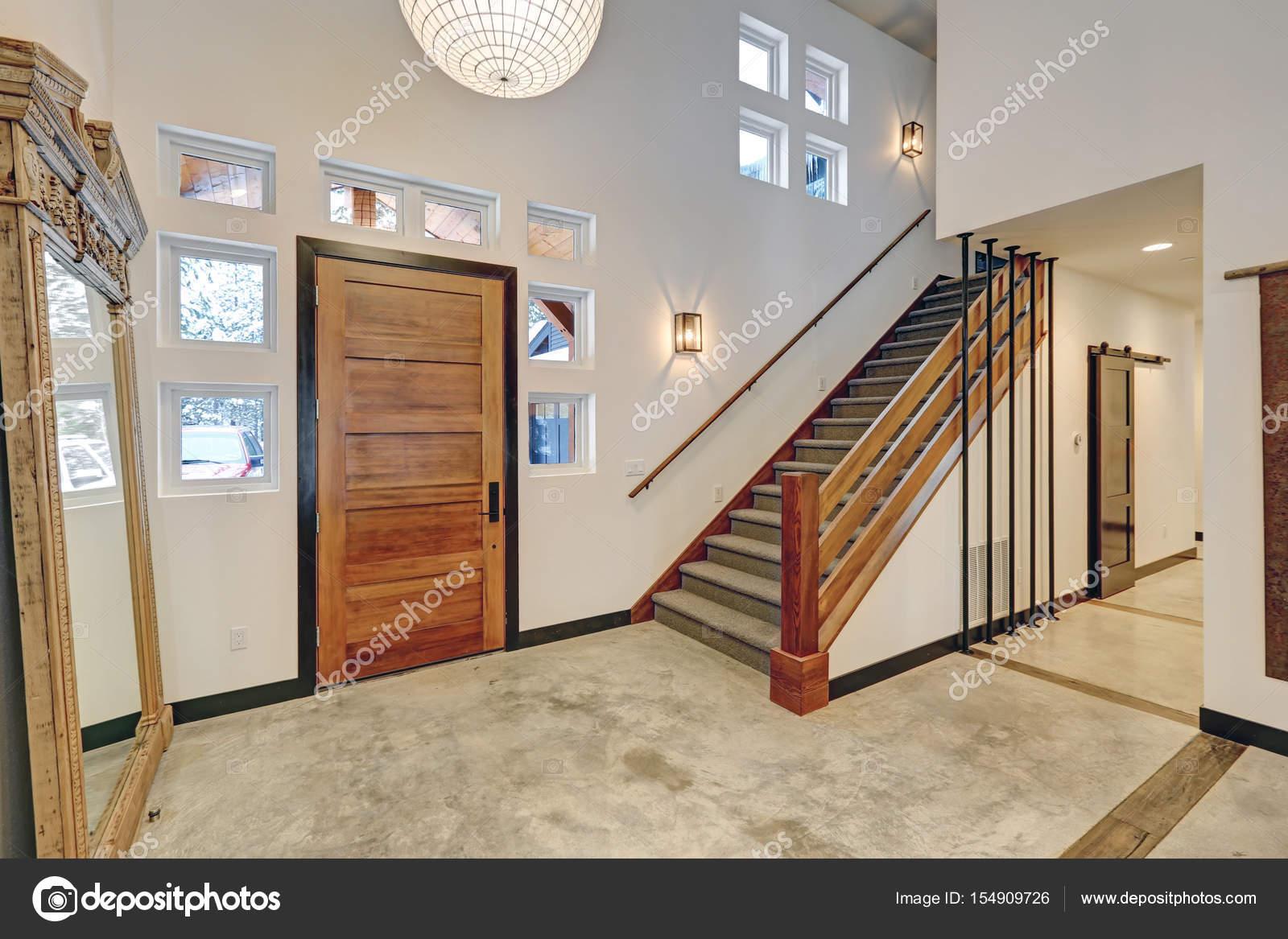 Eingangsbereich Innenarchitektur in schönen modernen ...