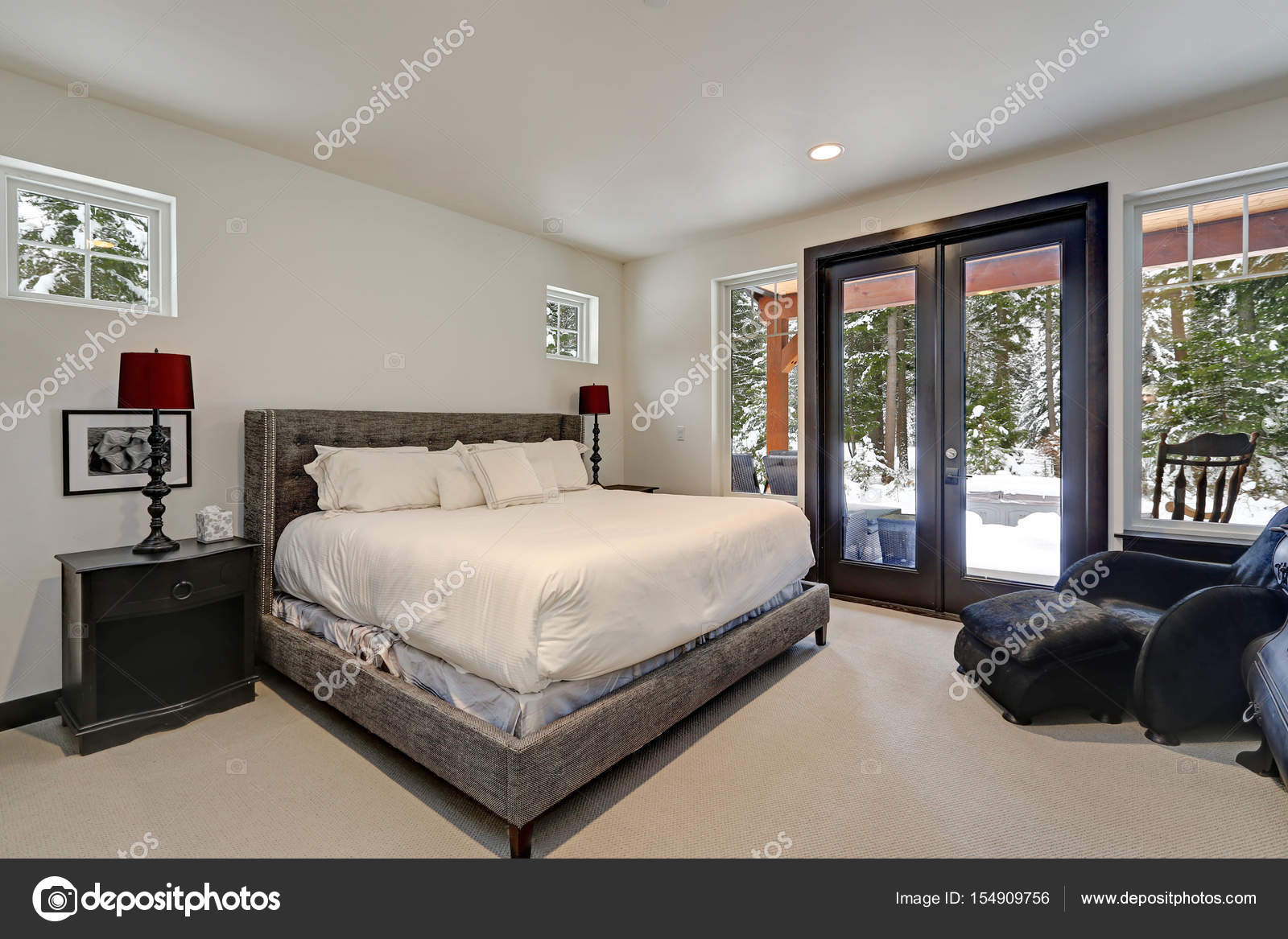 Master Schlafzimmer Innenraum mit Queensize-Bett — Stockfoto ...