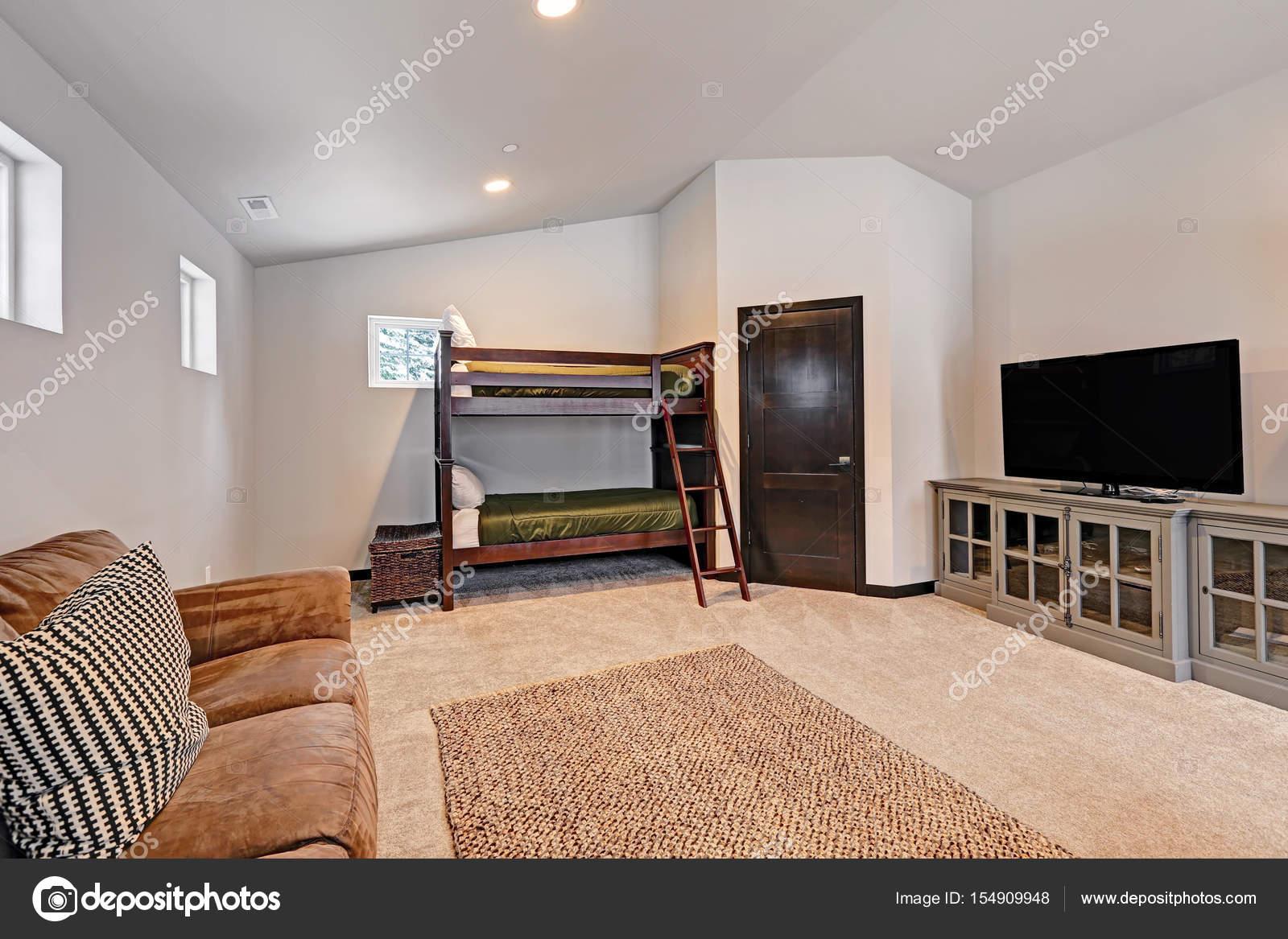 Jongens stapelbed kamers zijn voorzien van stapelbedden gekleed in