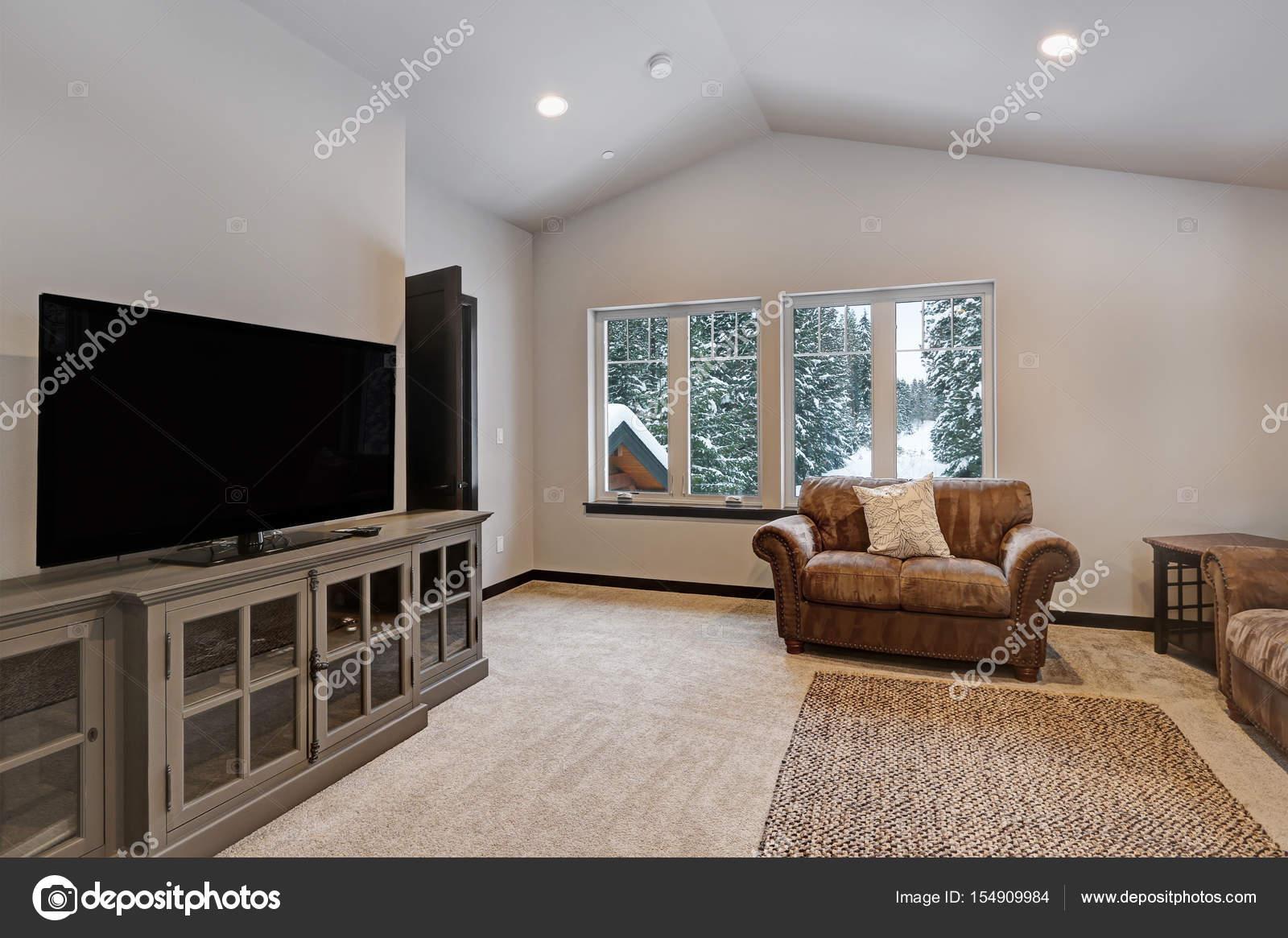 jongens stapelbed kamer interieur met woonruimte stockfoto