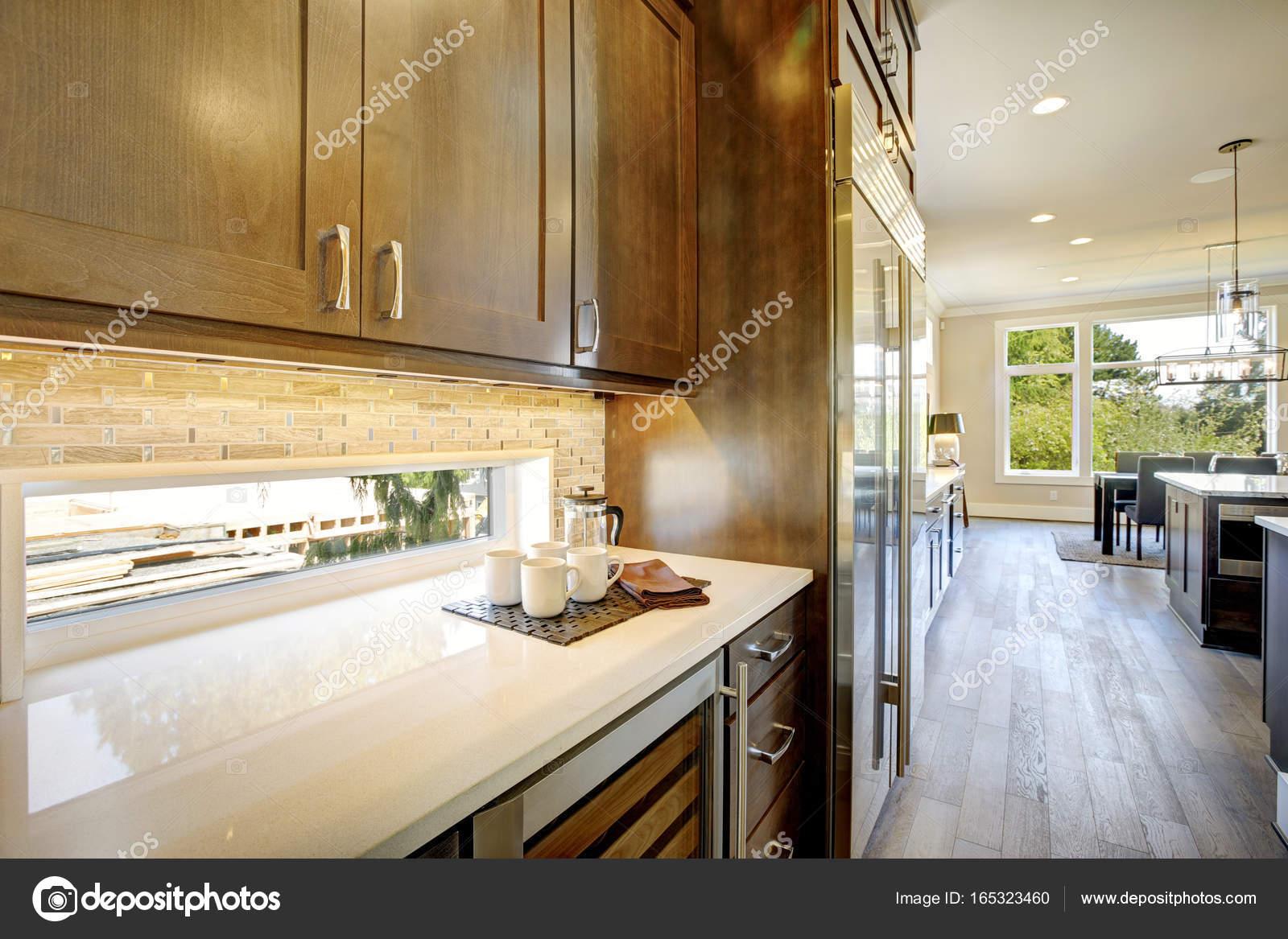 Luksusowa Kuchnia Z Chłodziarka Do Wina Drzwi Szklane Zdjęcie
