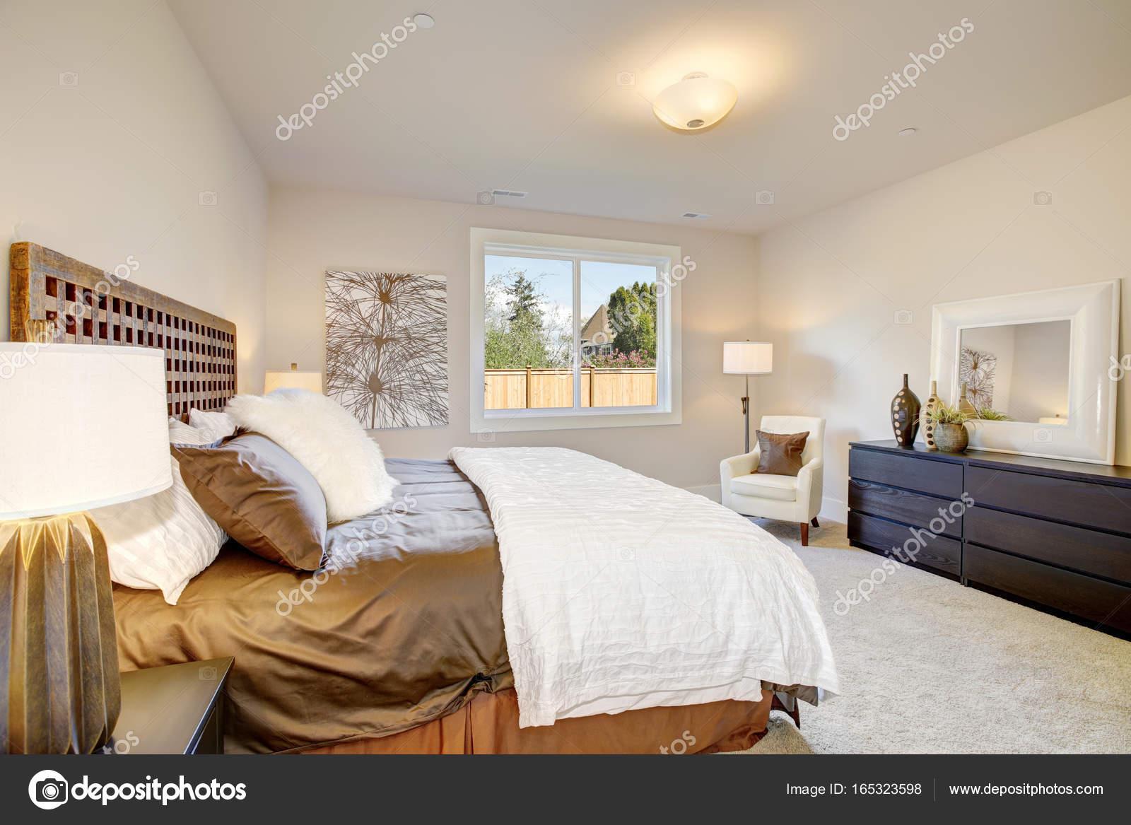 Intérieur de la Chambre des maîtres avec lit king size ...