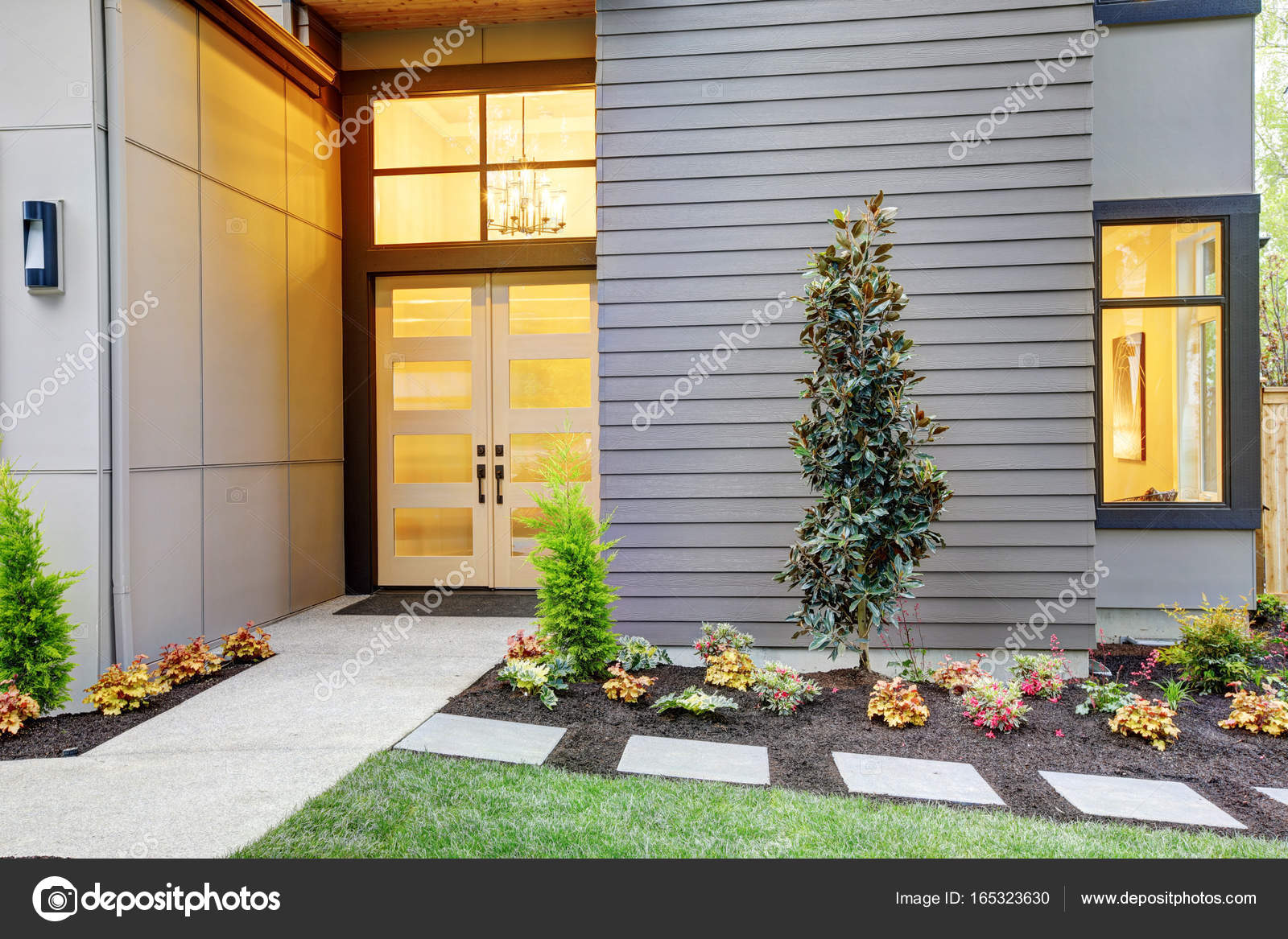 Eingangsvorbau des zeitgenössischen Stil zu Hause in Bellevue ...