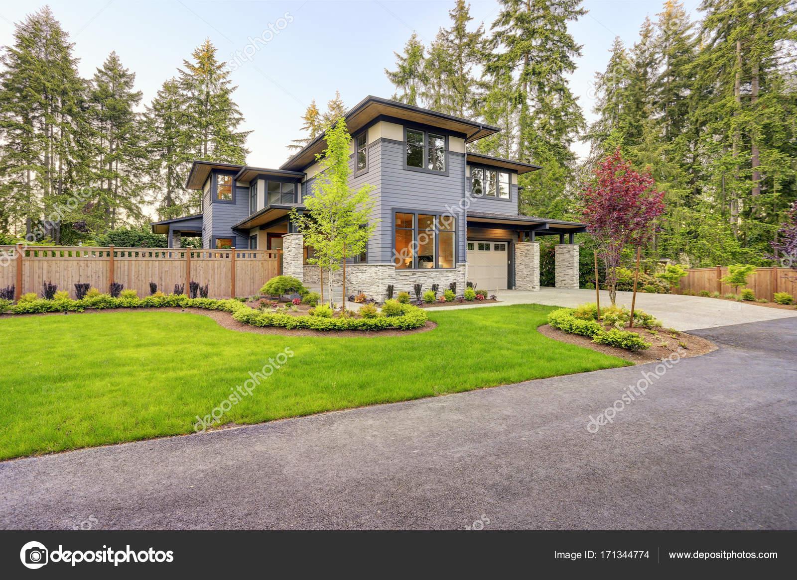 Luxuriöses Haus Design mit modernen Eindämmung der Beschwerde in ...