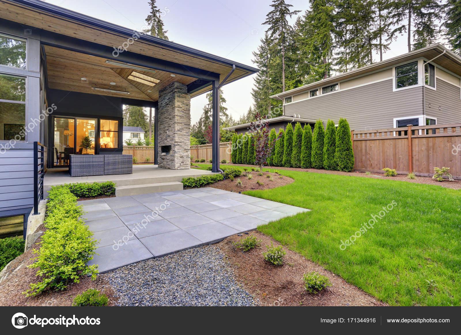 Nouvelle maison moderne dispose d un jardin avec patio - Maison moderne avec jardin saint paul ...