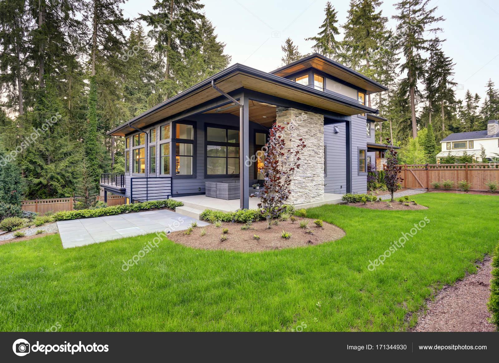 Nouvelle Maison Moderne Dispose D Un Jardin Avec Patio