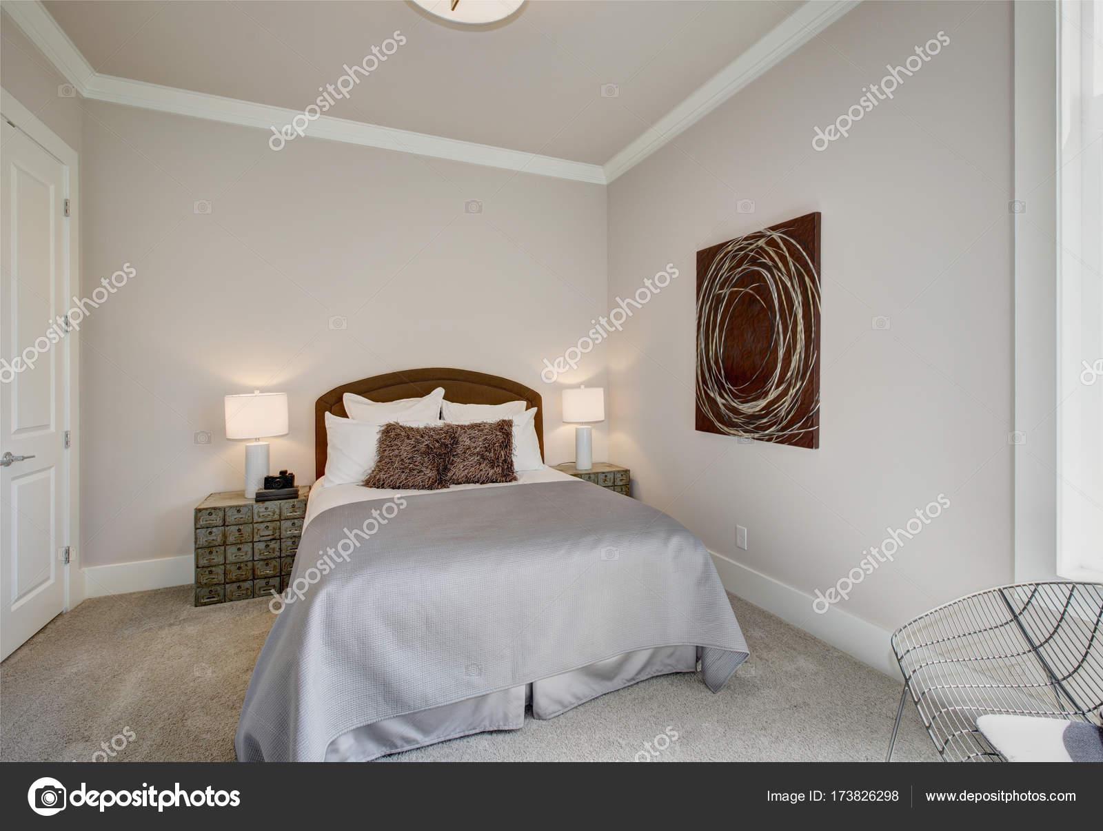 Ordentlich Schlafzimmer Innenraum in grau und braun Tönen ...