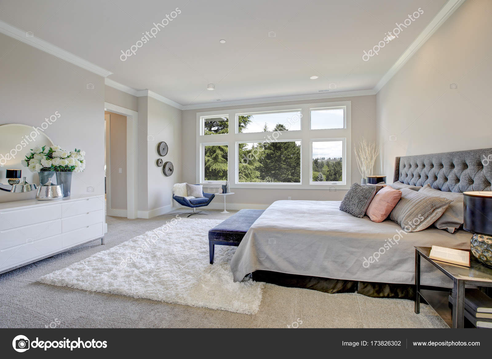 Master Bedroom Interior With King Size Bed Stock Photo Image By C Iriana88w 173826302