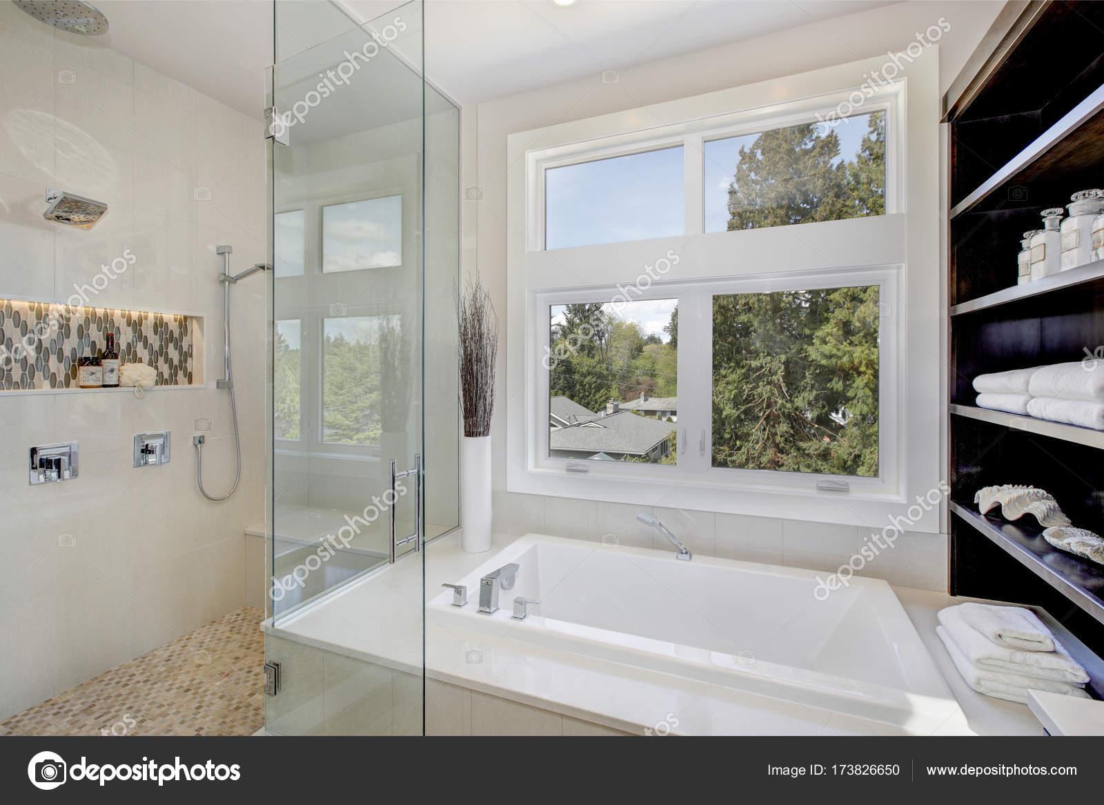 Baños lujosos con tina | Interior de cuarto de baño de lujo con ...