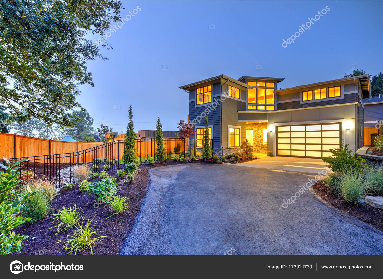 Moderne ambachtsman stijl huis buitenkant u2014 stockfoto © iriana88w