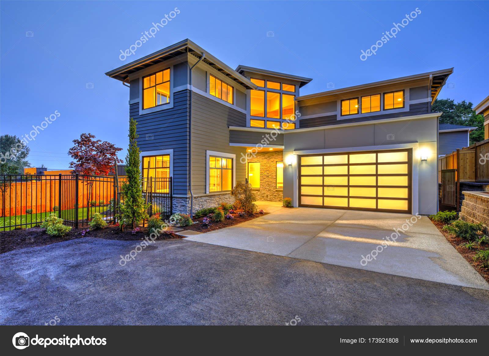 Moderne Handwerker Stil Haus außen — Stockfoto © iriana88w #173921808